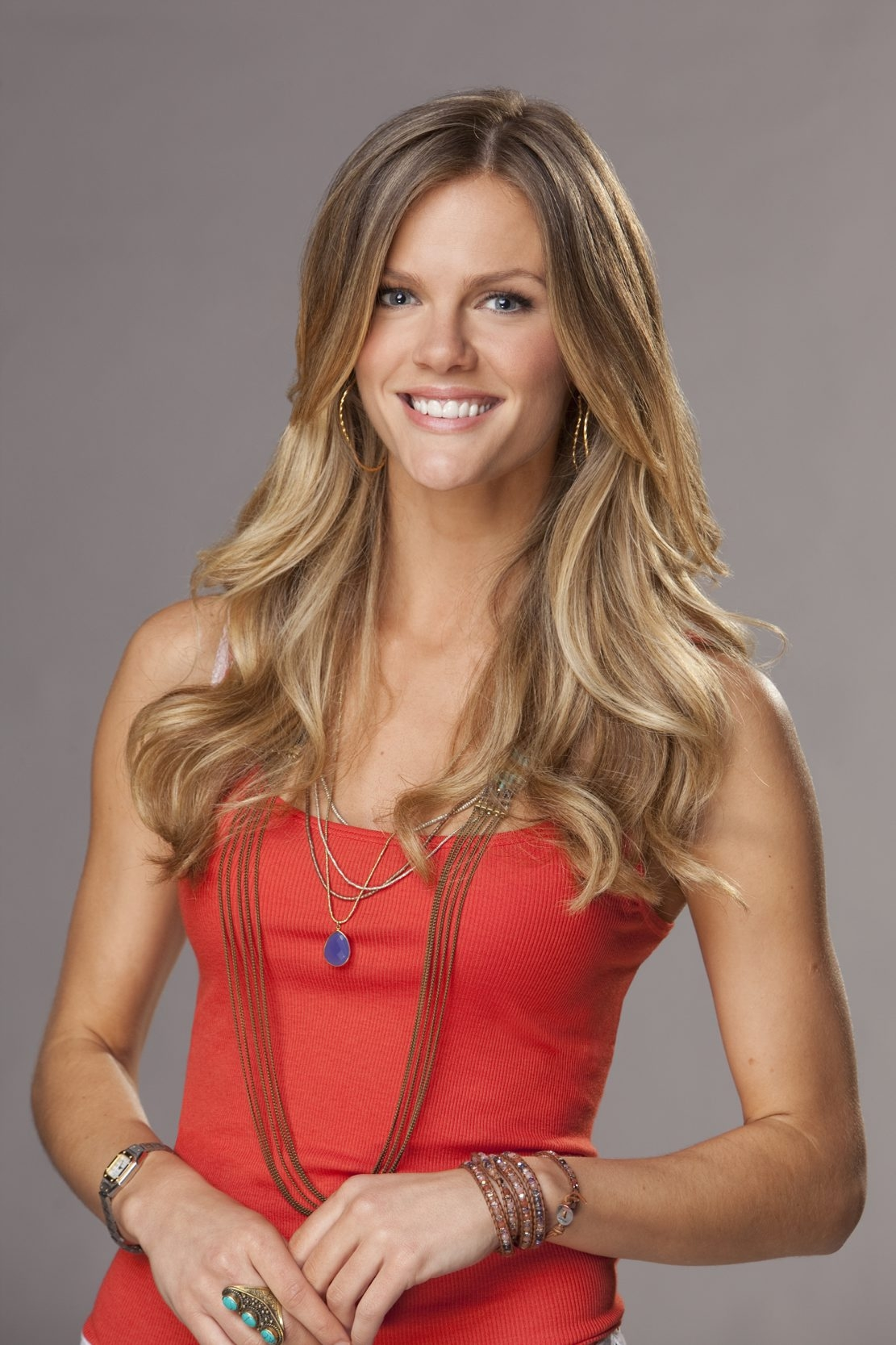 """Brooklyn Decker stars in """"Friends With Better Lives,"""" premiering at 9 p.m. Monday on CBS."""
