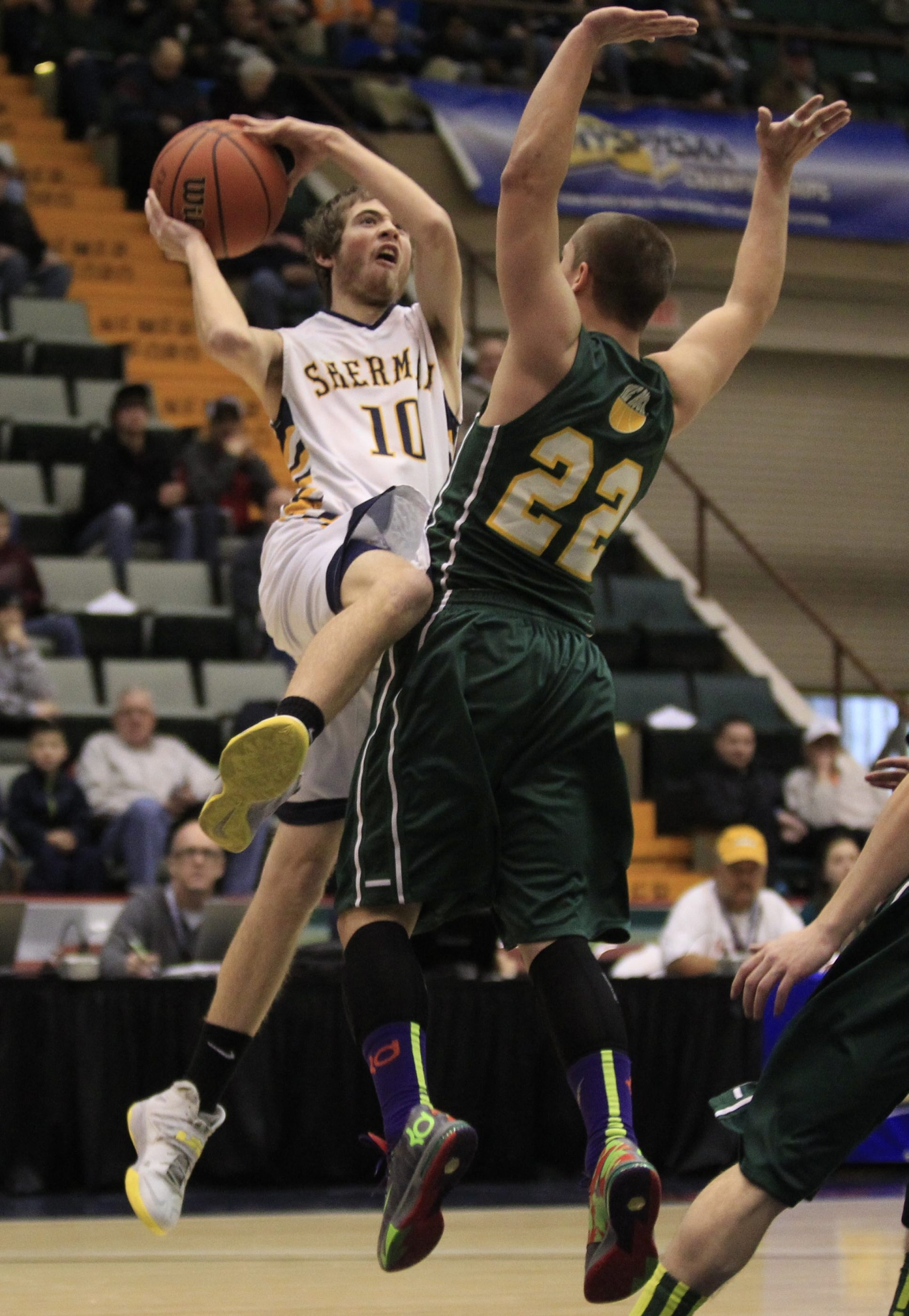 Sherman's Ryan Myers drives to the basket against Coleman Catholic's Kevin Davis.