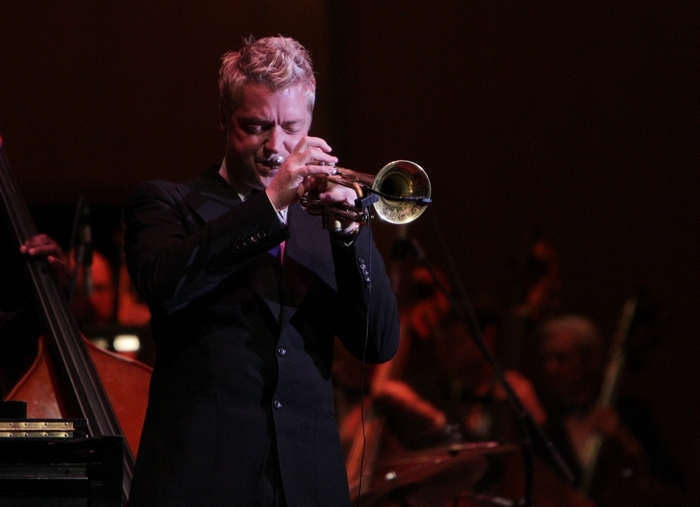 Trumpeter Chris Botti changed the mood constantly during his performance with the Buffalo Philharmonic Orchestra Saturday.