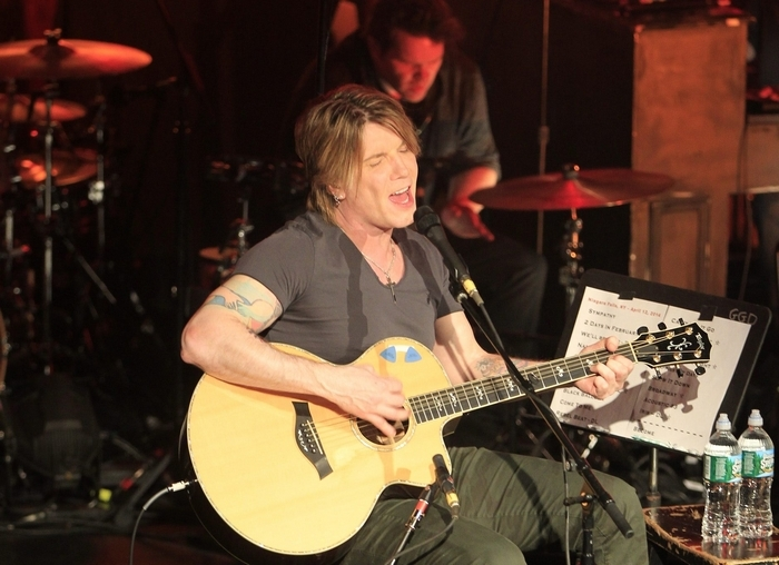 Goo Goo Dolls guitarist and lead vocalist John Rzeznik performs before a standing-room-only crowd at the Seneca Niagara Casino.