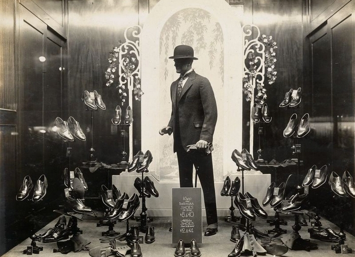 One of the images of a Kleinhans Department Store window display.