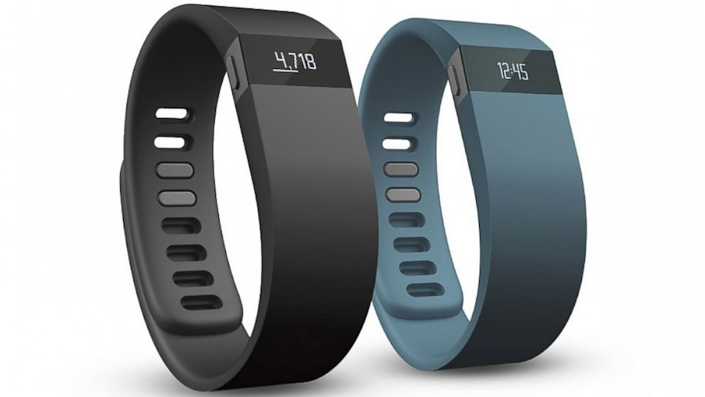 Moov analyzes the way its wearer runs, swims or lifts weights.