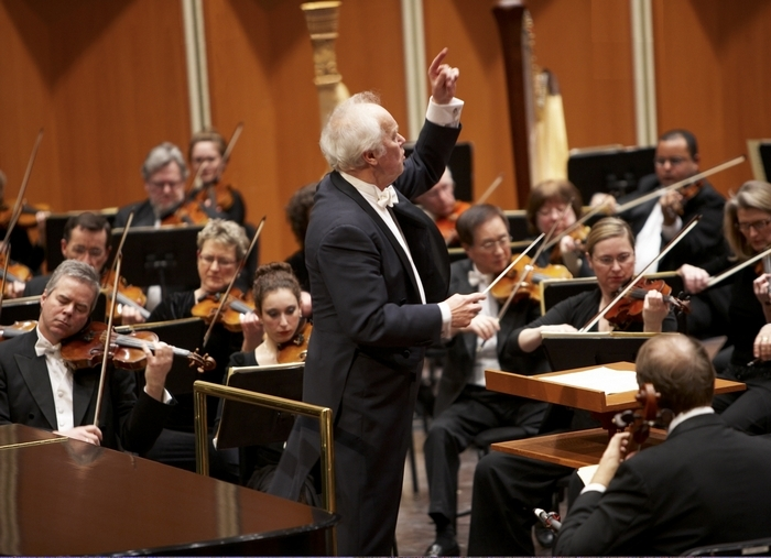 Frank Almond, left, shown here with the Milwaukee Symphony Orchestra, was attacked with a stun gun. (New York Times)