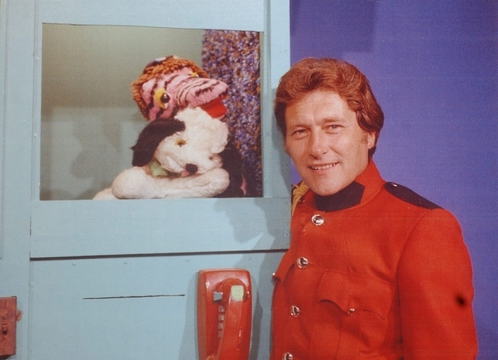"""Tom Jolls was the star of """"The Commander Tom Show"""" on Channel 7 from 1965 to 1991. He's pictured here with his two of his main puppet sidekicks, Dustmop and Matty the Mod."""