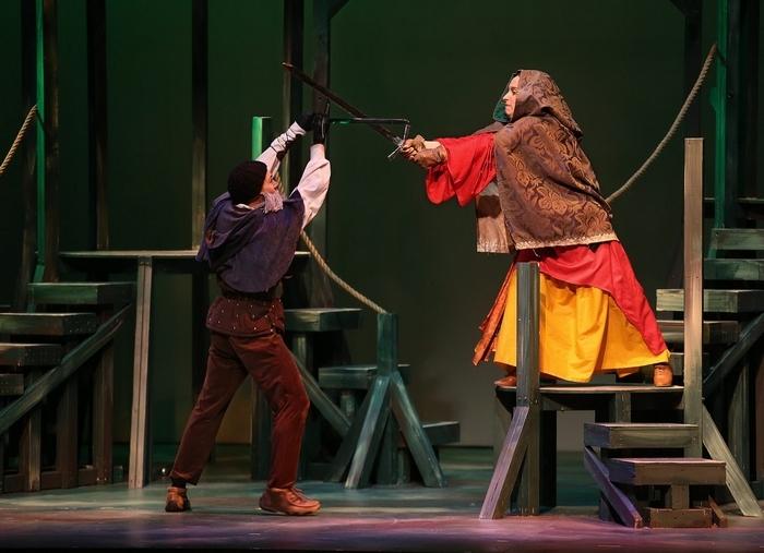 """Robin Hood (Adam Rath) and Marian (Megan Callahan) face off in """"Robin Hood."""" (Charles Lewis/Buffalo News)"""