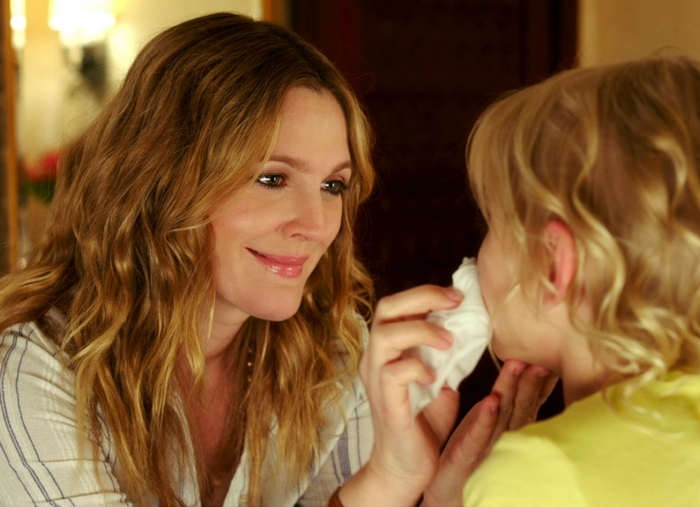 """Drew Barrymore, left, and Alyvia Alyn Lind in a scene from """"Blended."""" (AP Photo/Warner Bros. Pictures)"""