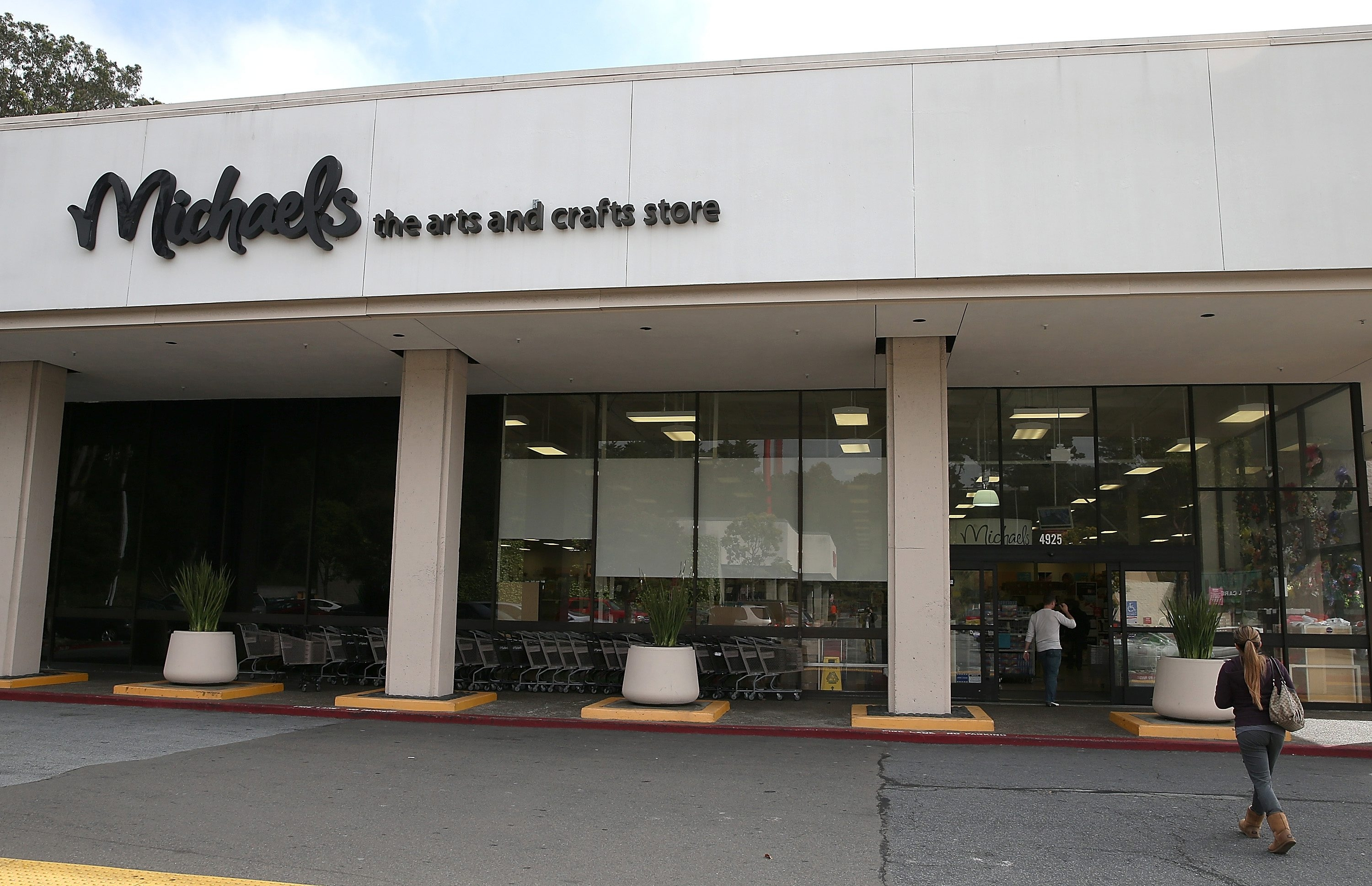 A breach at Michaels Stores affected 2.6 million customers.