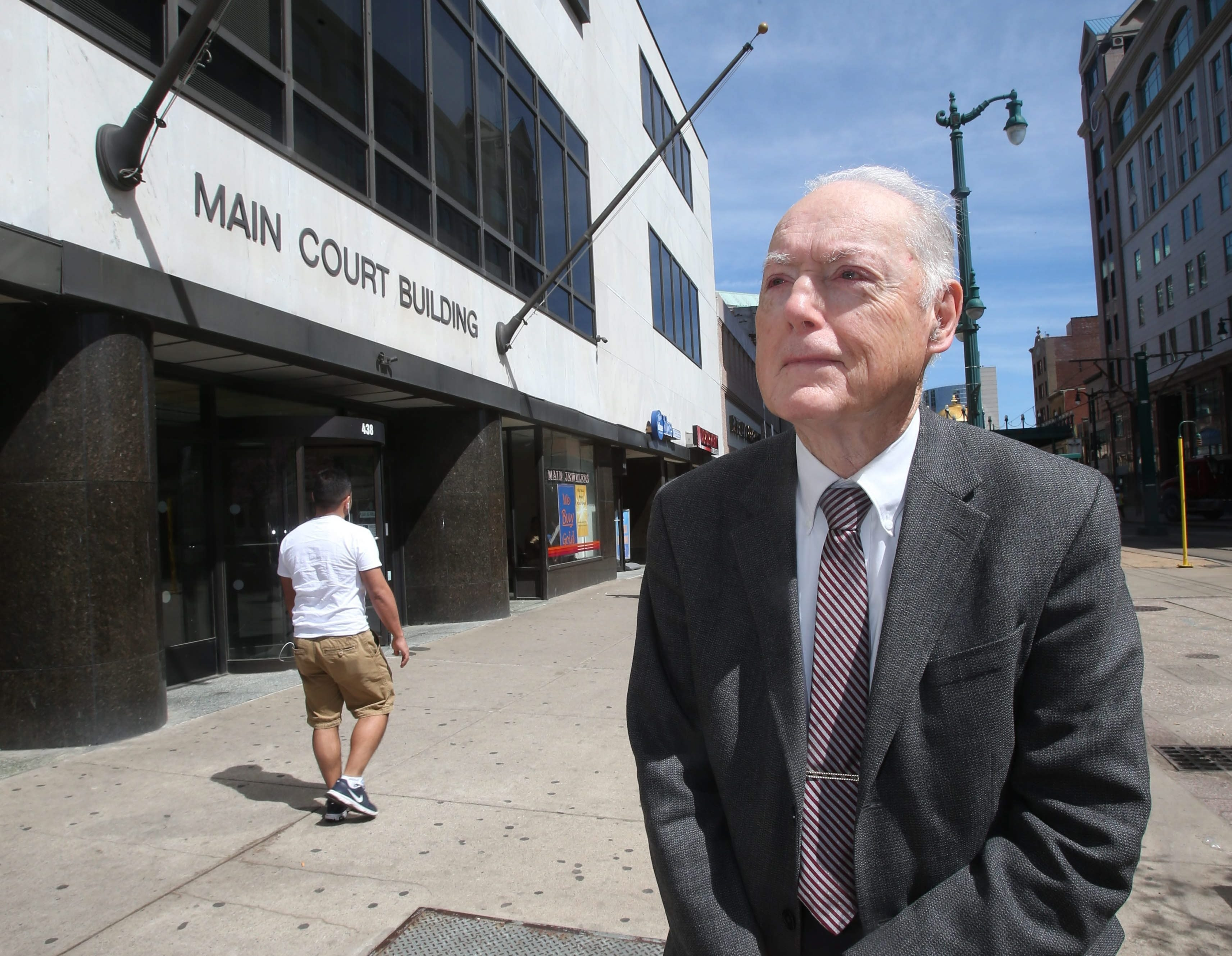 David Sweet, 84, a fixture downtown since the early 1970s, seeks to retire from the real estate scene.