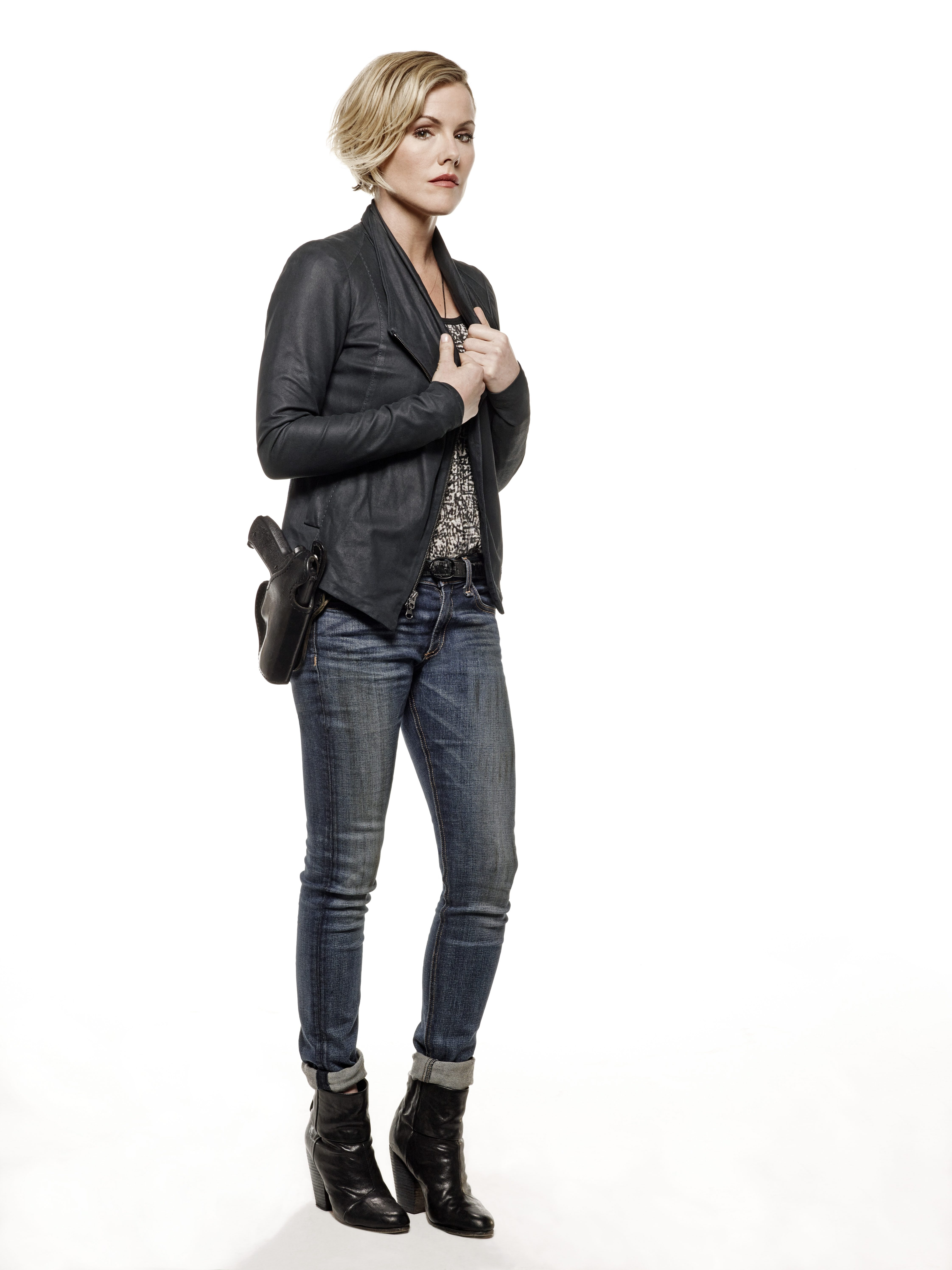 Kathleen Robertson, of 'Beverly Hills 90210' fame, plays detective Hildy Mulligan.