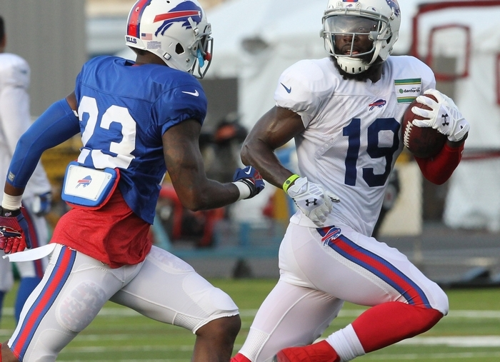 The Bills' Mike Williams (19) catches the ball in front of Aaron Williams at Friday's practice. (James P. McCoy/Buffalo News)