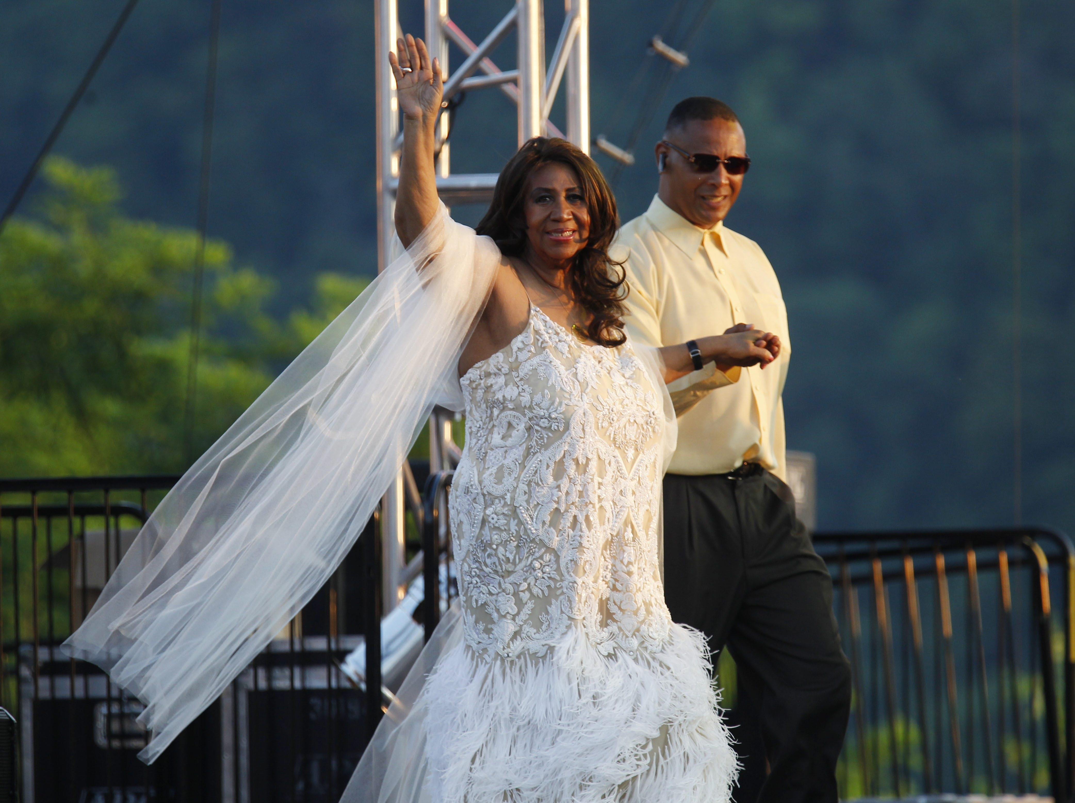 Aretha Franklin and her nephew, Tony Franklin, arrive at Artpark last Tuesday, hours before she was denied a seat at Johnny Rockets.