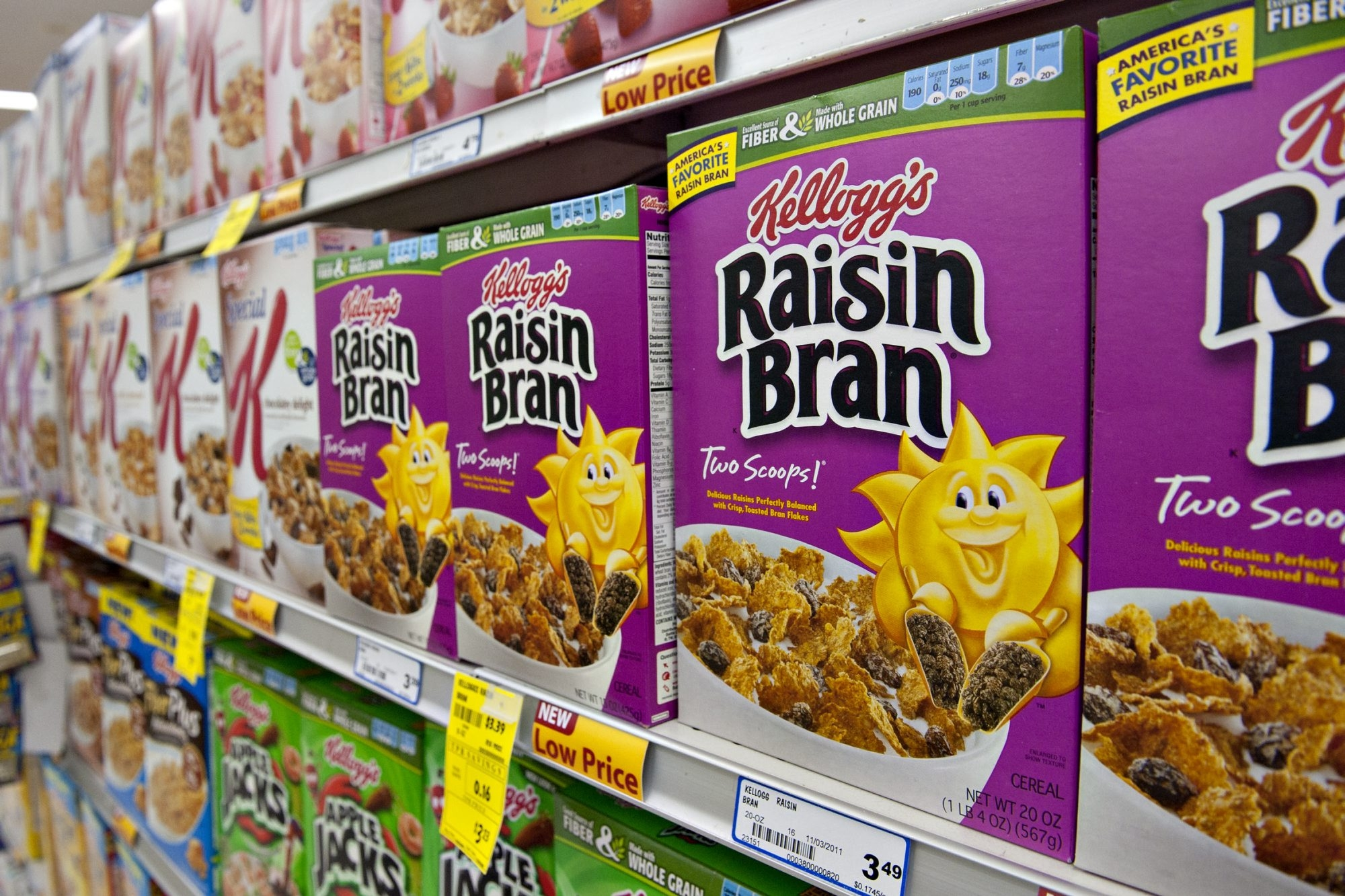 Kellogg Co. Raisin Bran brand breakfast cereal sits on display in a supermarket in Princeton, Illinois, U.S., on Friday, Jan. 27, 2012. Kellogg Co. will release its 2011 fourth quarter earnings on Feb. 2, 2012. Photographer: Daniel Acker/Bloomberg