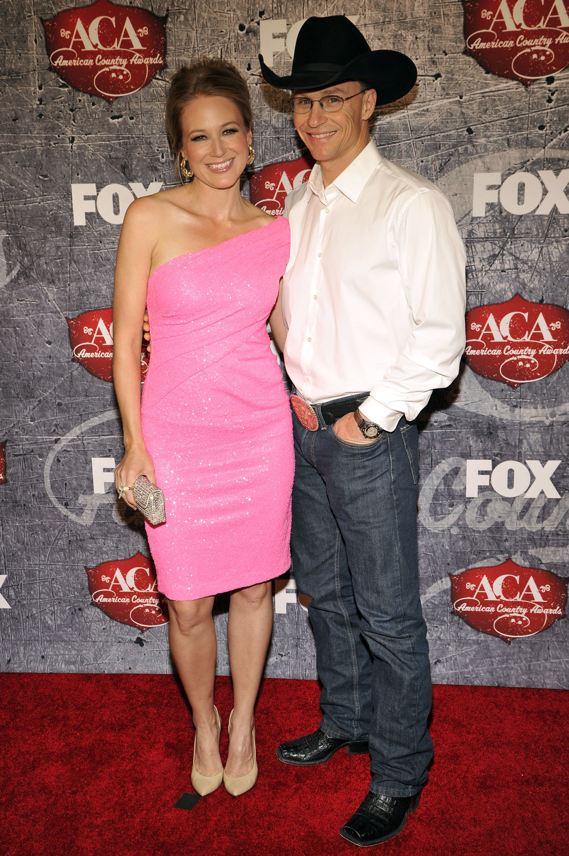 Singer Jewel is divorcing husband Ty Murray after a 16-year relationship. They have a son named Kase.