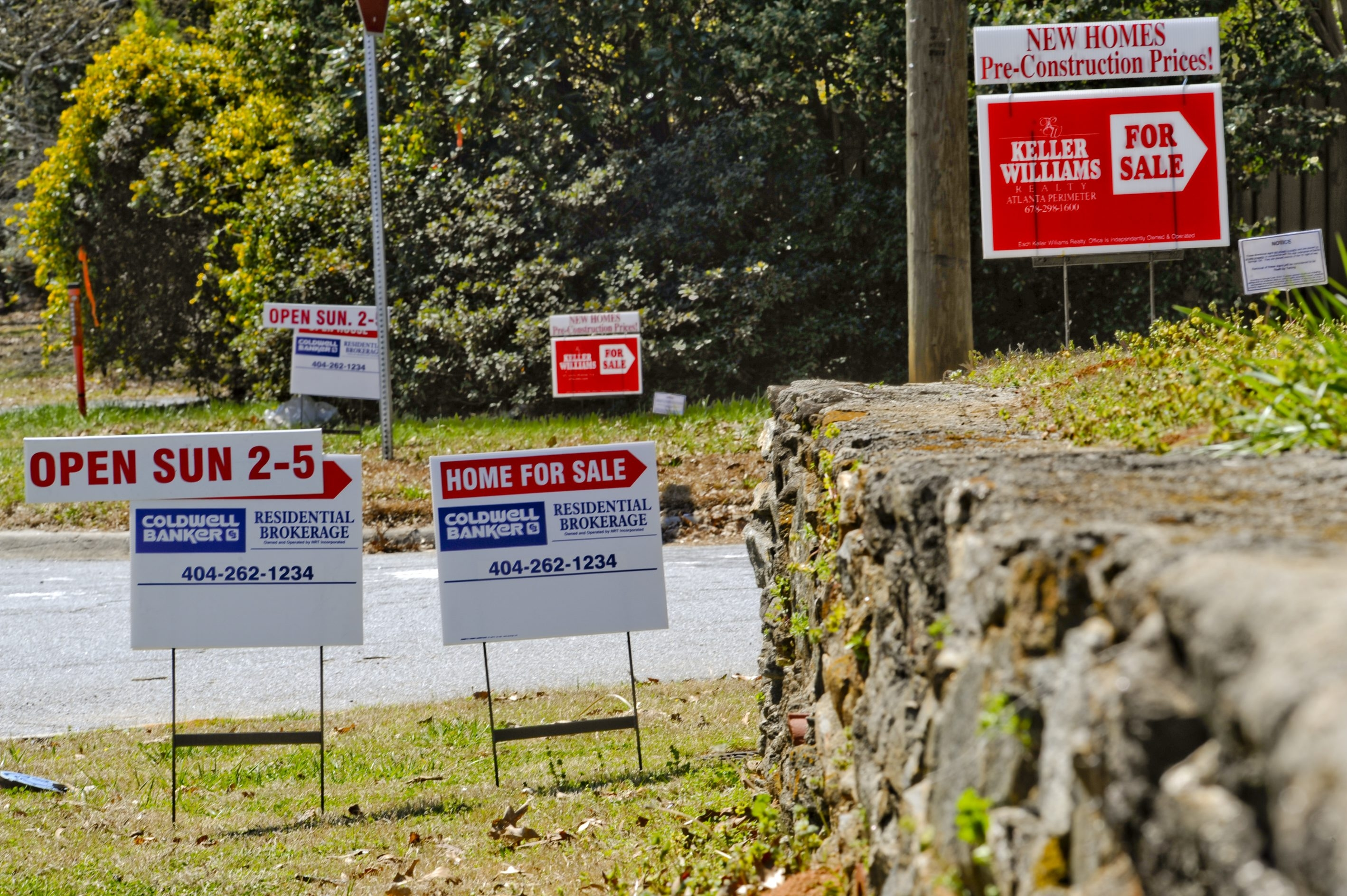 Signs advertise homes for sale along a road in Sandy Springs, Georgia, U.S., on Sunday, March 22, 2009. The deepening economic slump prompted the Federal Reserve last week to commit as much as $1.1 trillion more to aid the flow of credit. Financing has dried up as lenders try to cut losses following the surge in foreclosures, offsetting a drop in mortgage rates that has made home buying more affordable. Photographer: Chris Rank/Bloomberg News