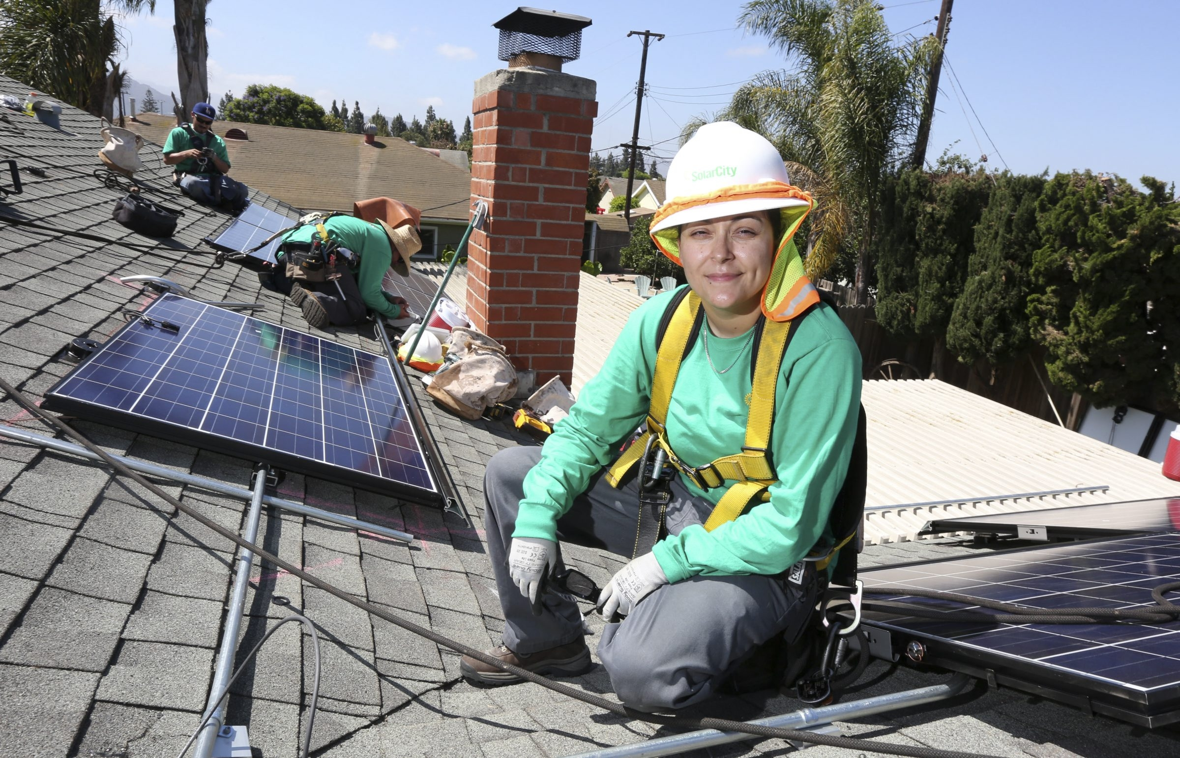 Rocio Farias, a solar panel installer at SolarCity, works on a house in Camarillo, Calif. She supervises six other installers.says itþÄôs satisfying to turn on a solar panel system and show people their electric meter going backward, sending power to the grid. (J. Emilio Flores/The) — PHOTO MOVED IN ADVANCE AND NOT FOR USE – ONLINE OR IN PRINT – BEFORE AUG. 03, 2014.