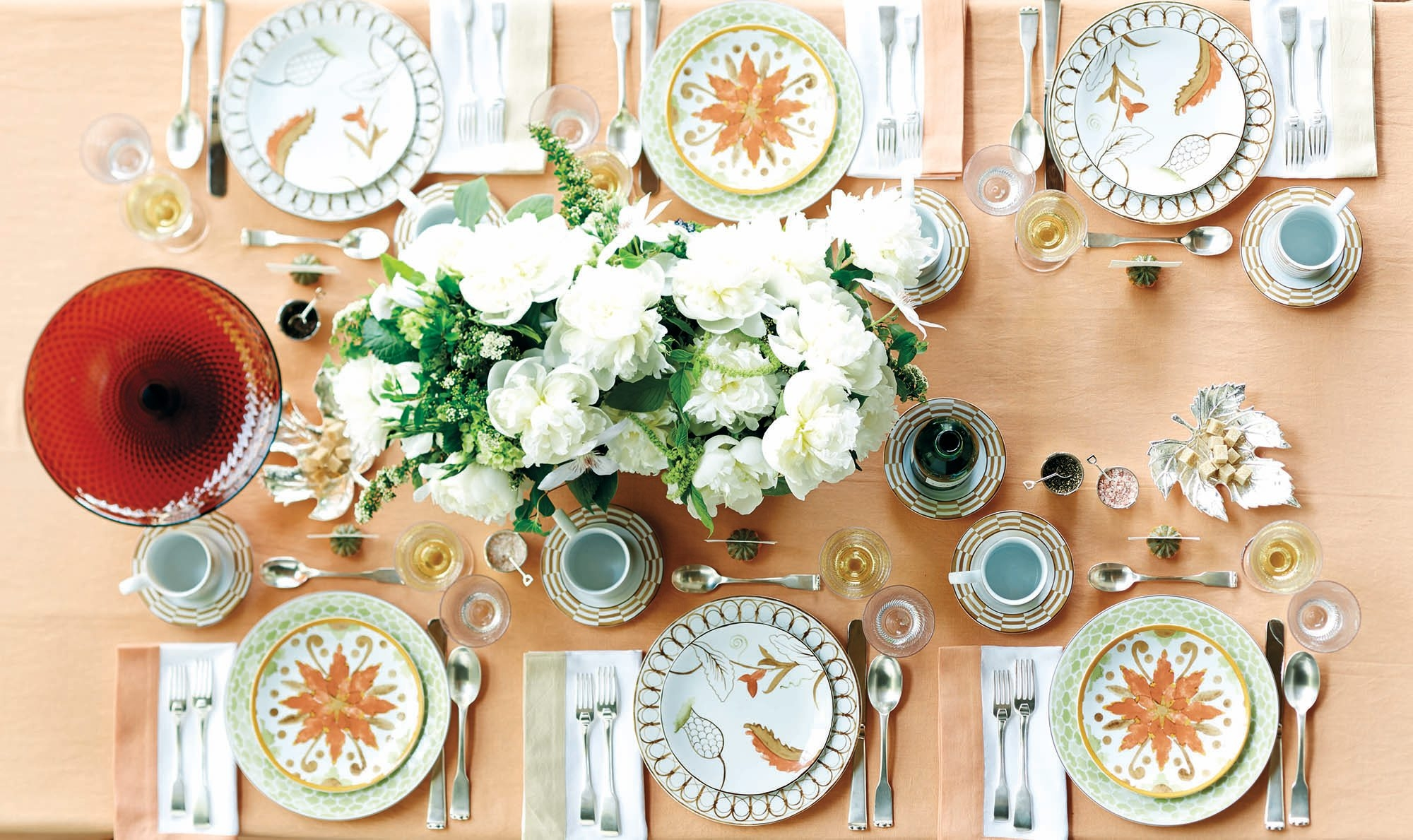 setting a table with interior designer bunny williams the bunny williams line of tableware and other accessories with ballard designs was inspired by her
