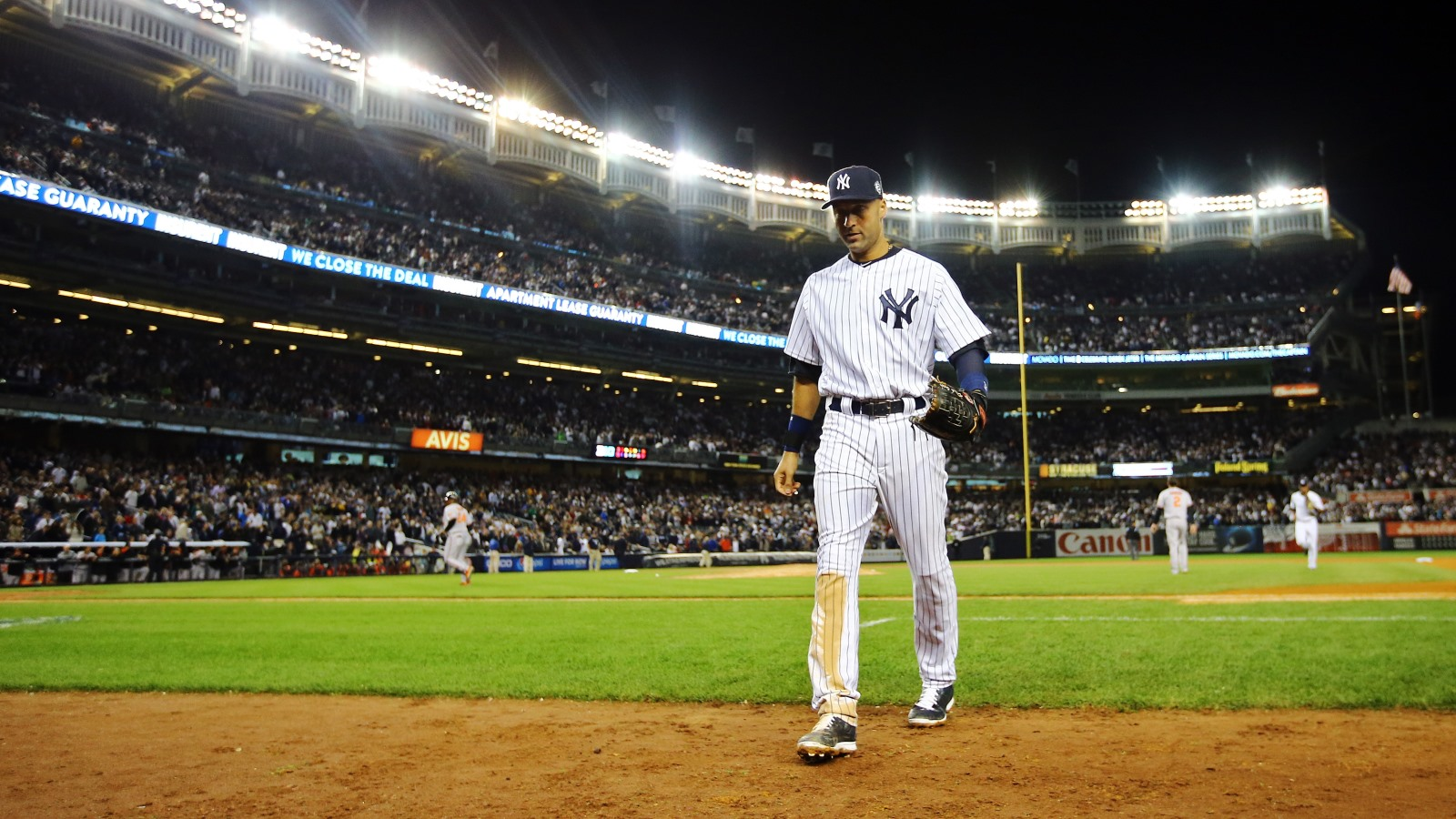 Two sources have informed The News' Tim Graham that Derek Jeter, while playing his farewell season with the Yankees, explored purchasing the Bills when they were for sale last year. (Getty Images)