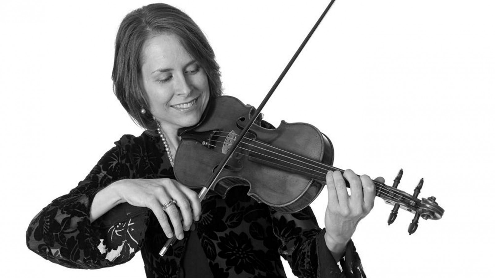 Amy Glidden is collaborating with pianist Alison D'Amato for a Friends of Vienna recital.