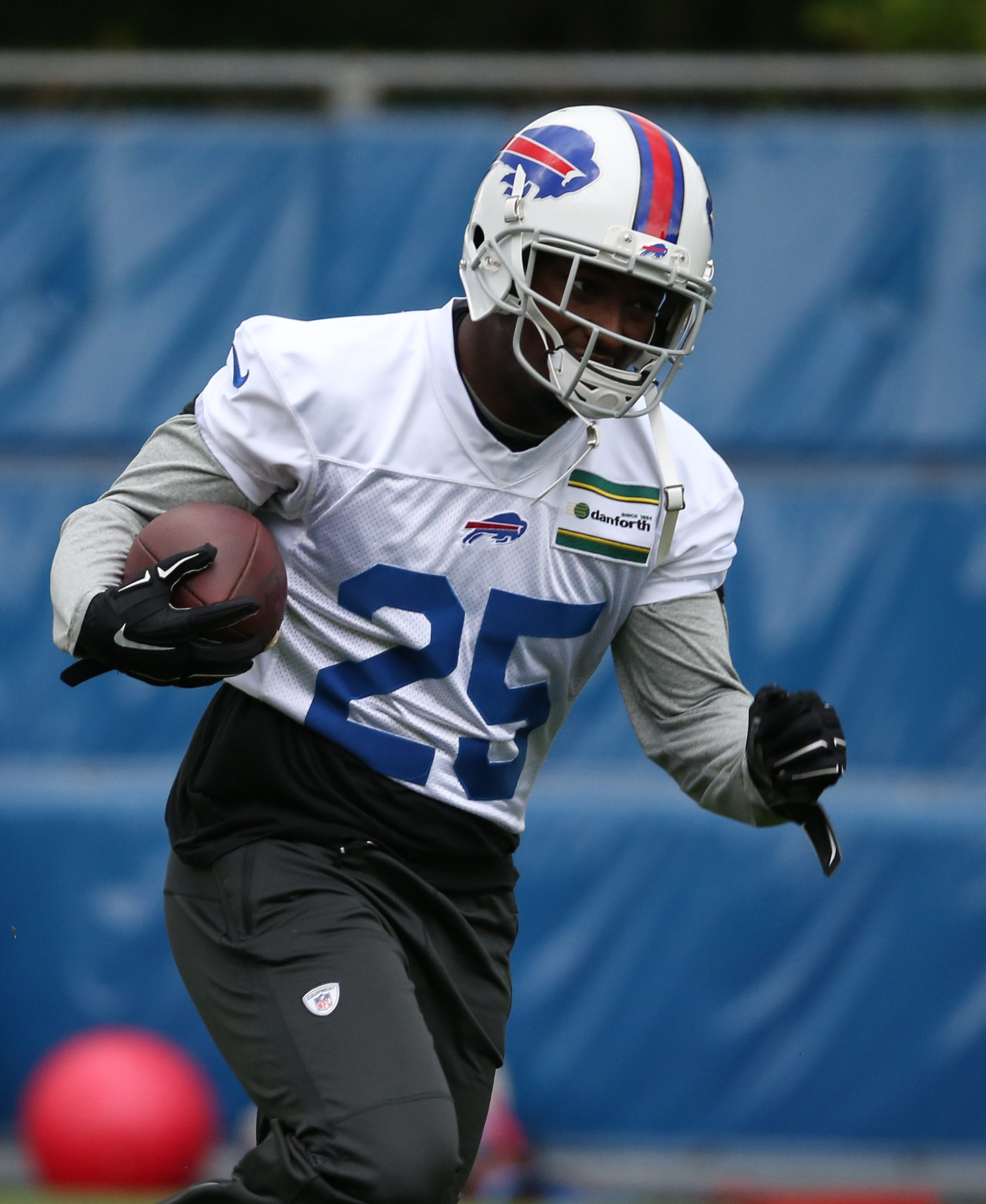 Bills' LeSean McCoy needs to publicly address his accusations of racism against Eagles coach Chip Kelly.
