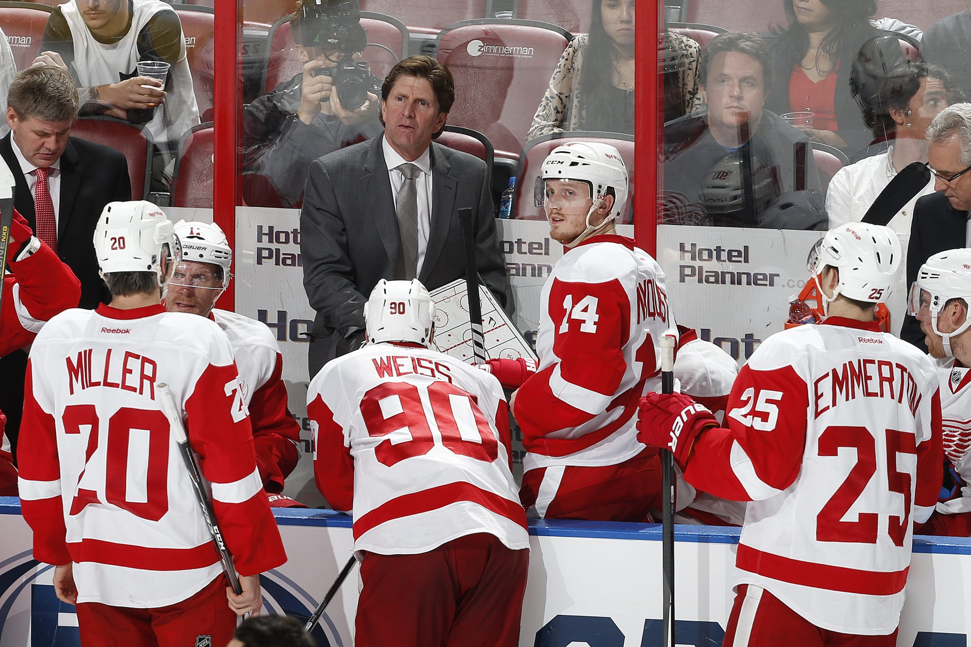 Mike Babcock is taking his decision to stay with the Detroit Red Wings down to the wire. Will he stay with the team or leave after 10 years and one Stanley Cup championship for a different challenge?