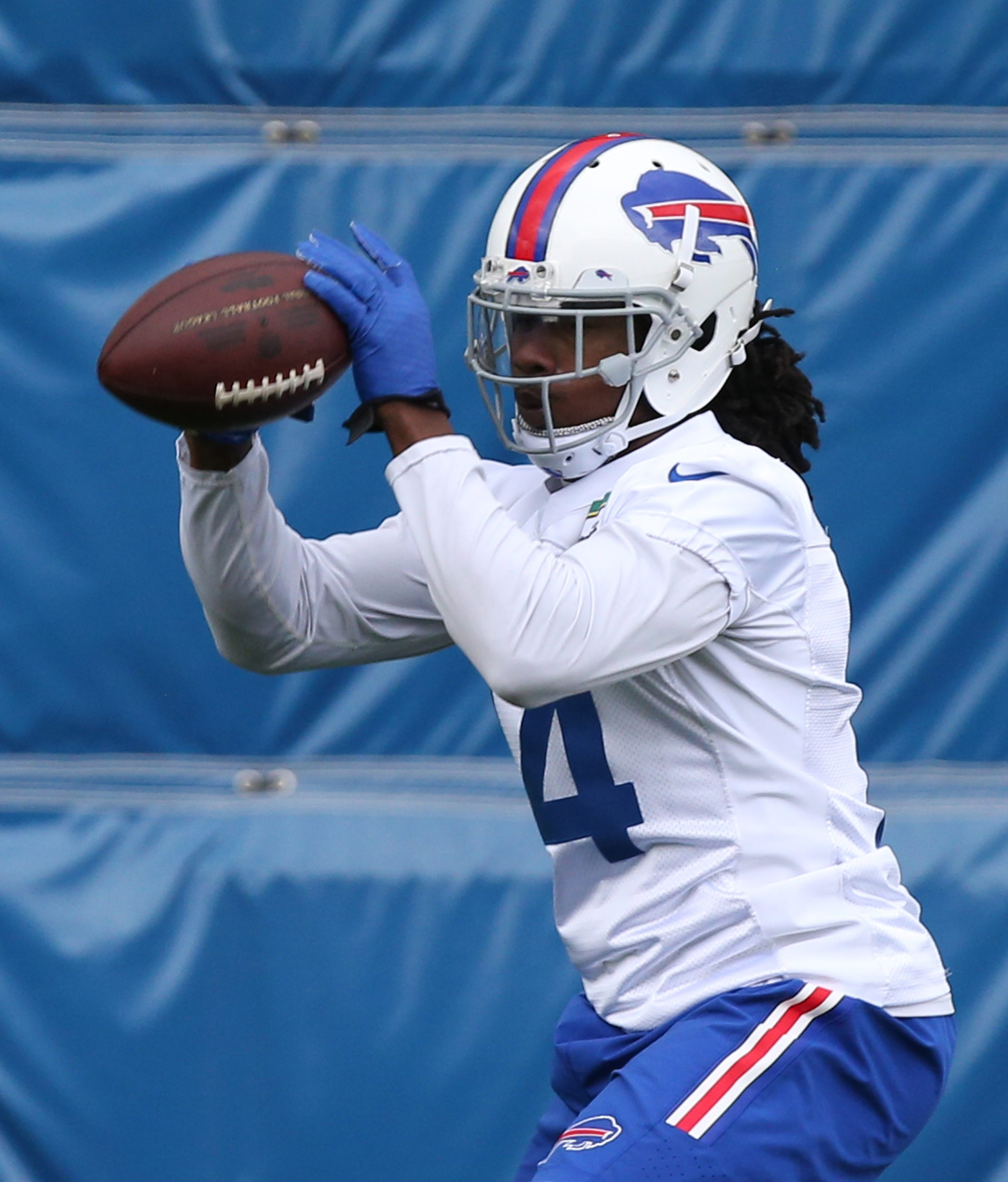 Sammy Watkins has recovered from hip surgery and should be the focal point of the Bills' passing game, which should enable him to have better statistics than Percy Harvin.