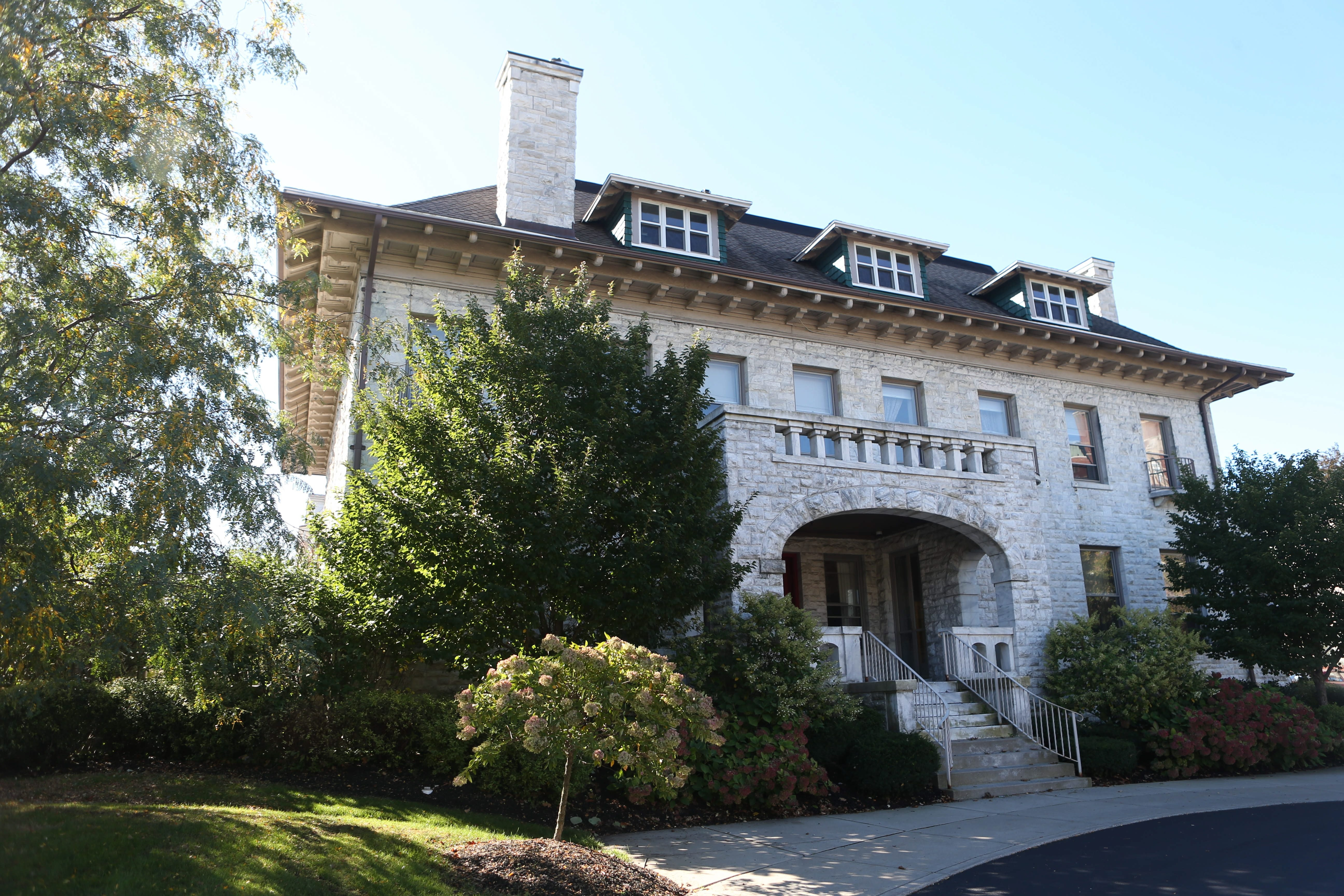 Mansion at Delaware Avenue and West Ferry Street that housed Gilda's Club has been vacant since earlier this year, and the Center for Hospice & Palliative Care board of trustees has voted to sell it.