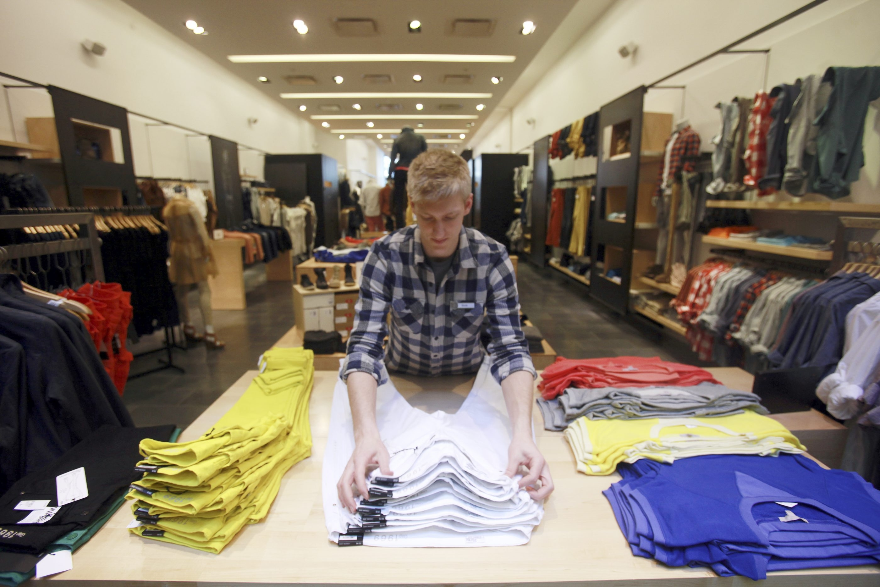 Gap is closing 175 of its 675 stores across North America in an effort to restore its brand after a long sales slump.