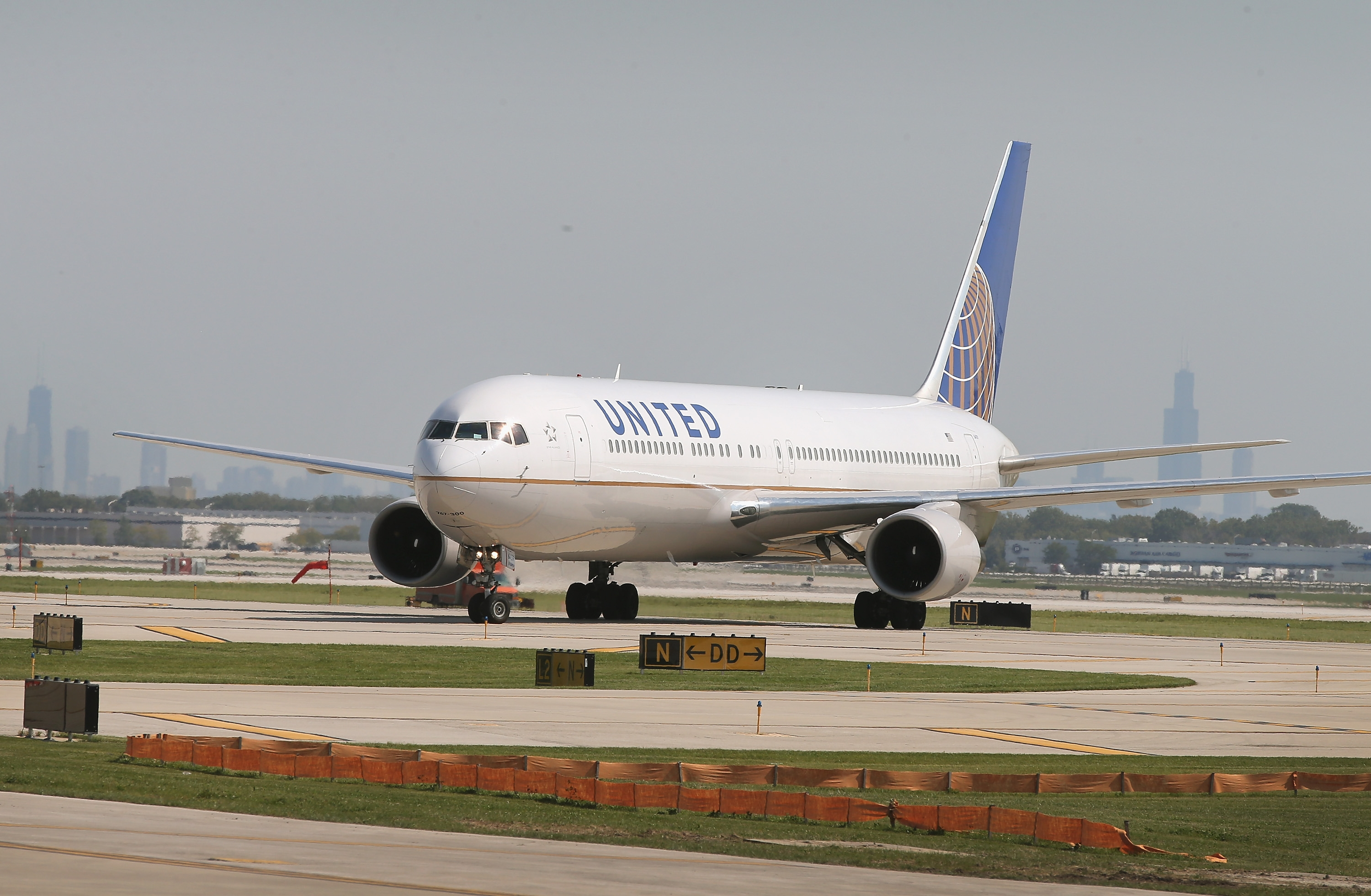 United Airlines has resumed flights after planes in U.S. were grounded for two hours due to computer system glitch July 8, 2015.  (Getty Images)