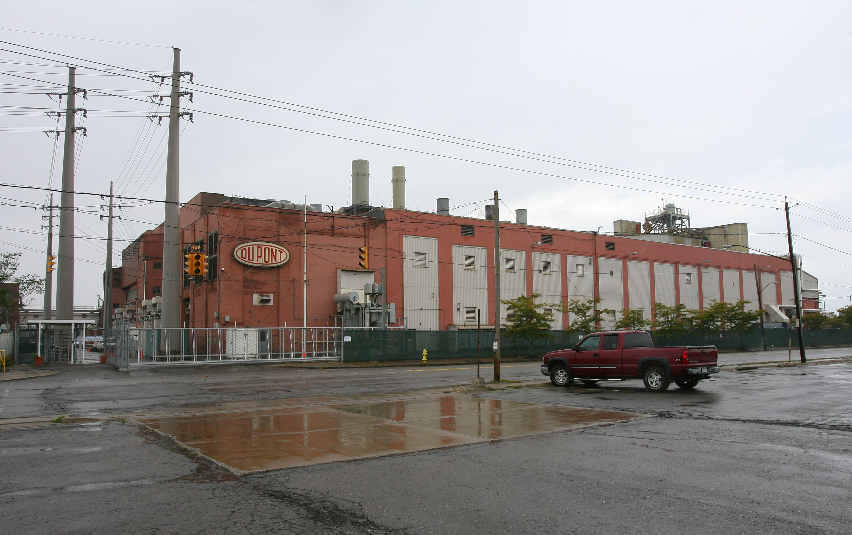 Although DuPont's plant in Niagara Falls is now run by Chemours, it continues to make the same reactive metals. It also kept all of its roughly 200 employees.