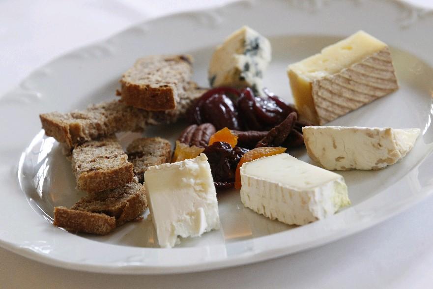 Fruit and cheese can be a healthy bedtime snack. (Sharon Cantillon/Buffalo News)
