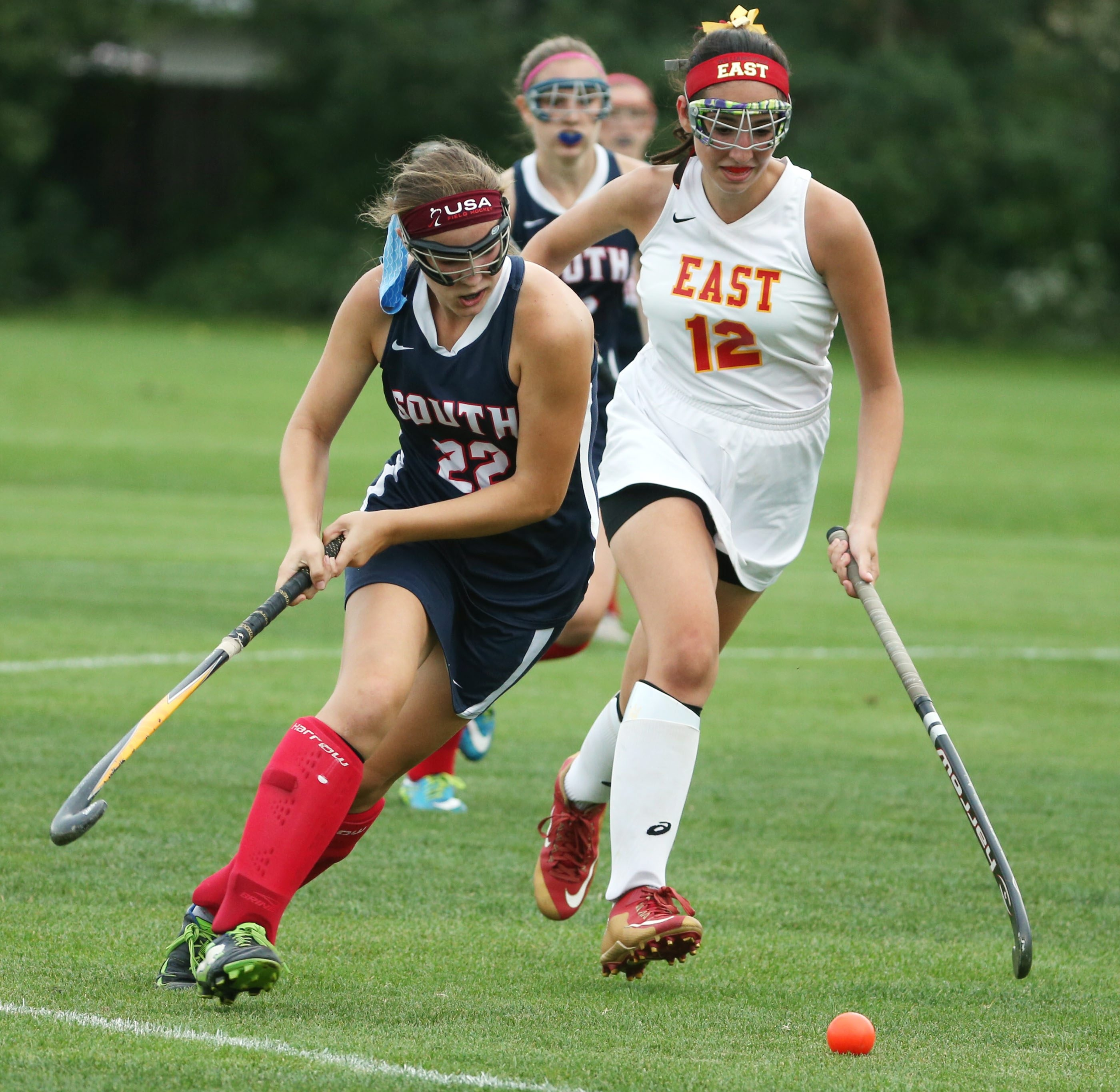 Williamsville South's Elisabeth Sidorski battles Williamsville East's Autumn D'Amico for the ball on Friday.