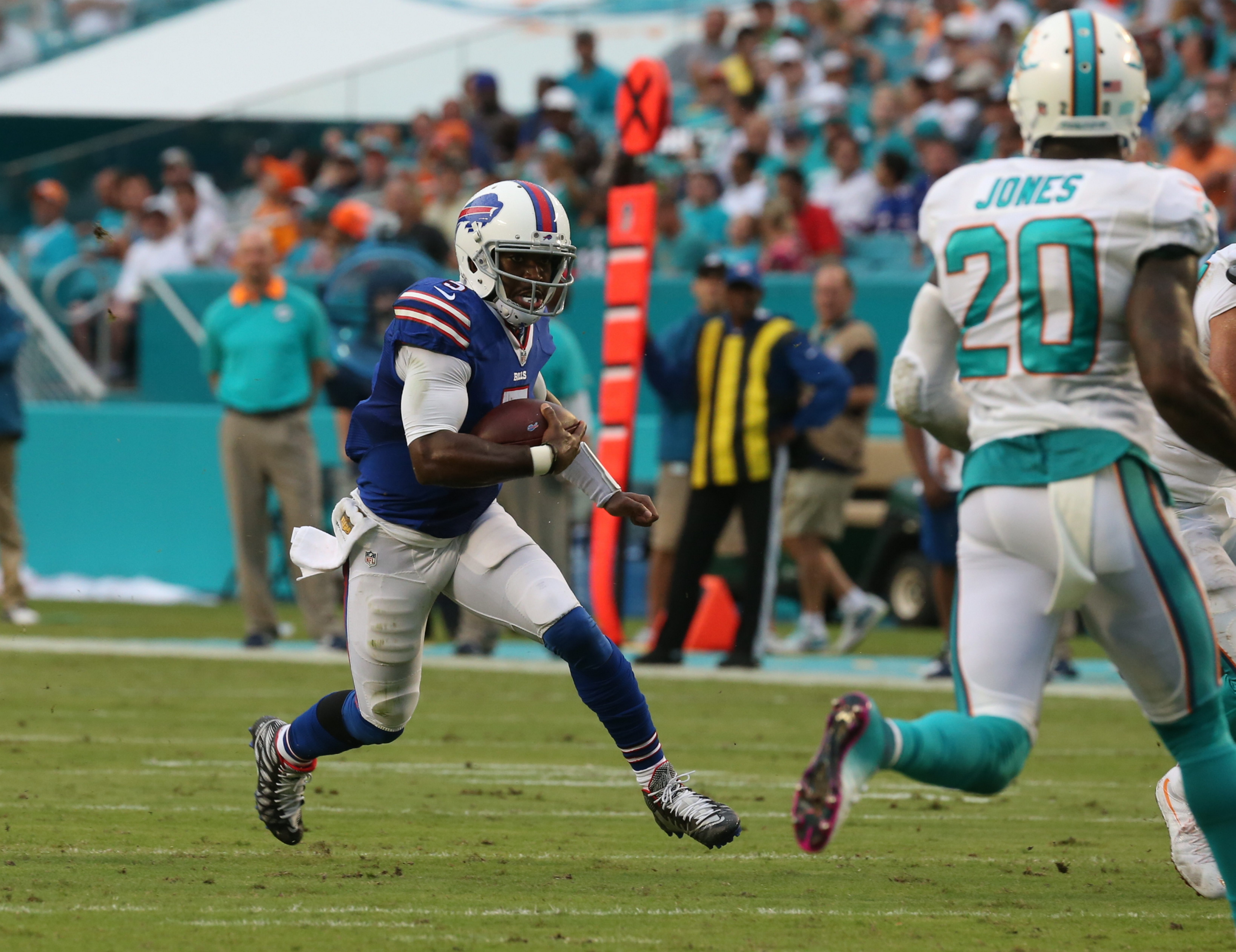 Buffalo Bills quarterback Tyrod Taylor (5) runs the ball during the first half at the Miami Dolphins on Sept. 27.  (James P. McCoy/ Buffalo News)