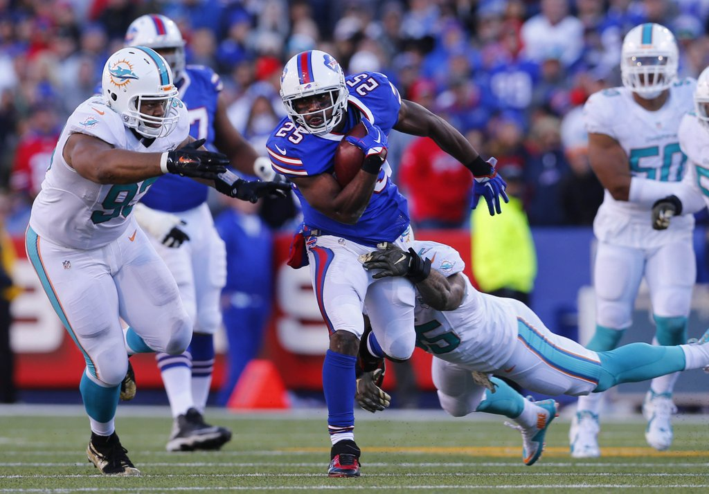 Jerry sullivans hot read offense leads the way against dolphins lesean mccoy was part of a strong offensive game from the bills mark mulville malvernweather Choice Image