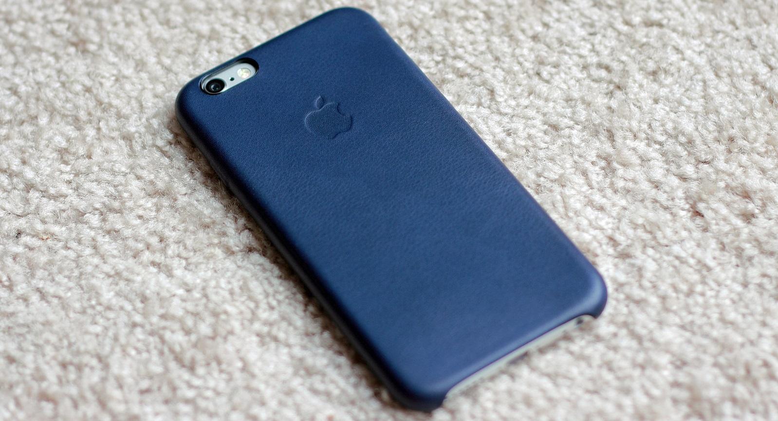 Buffalo School Board members no longer will use their phones during board meetings. (Flickr/yanki01)