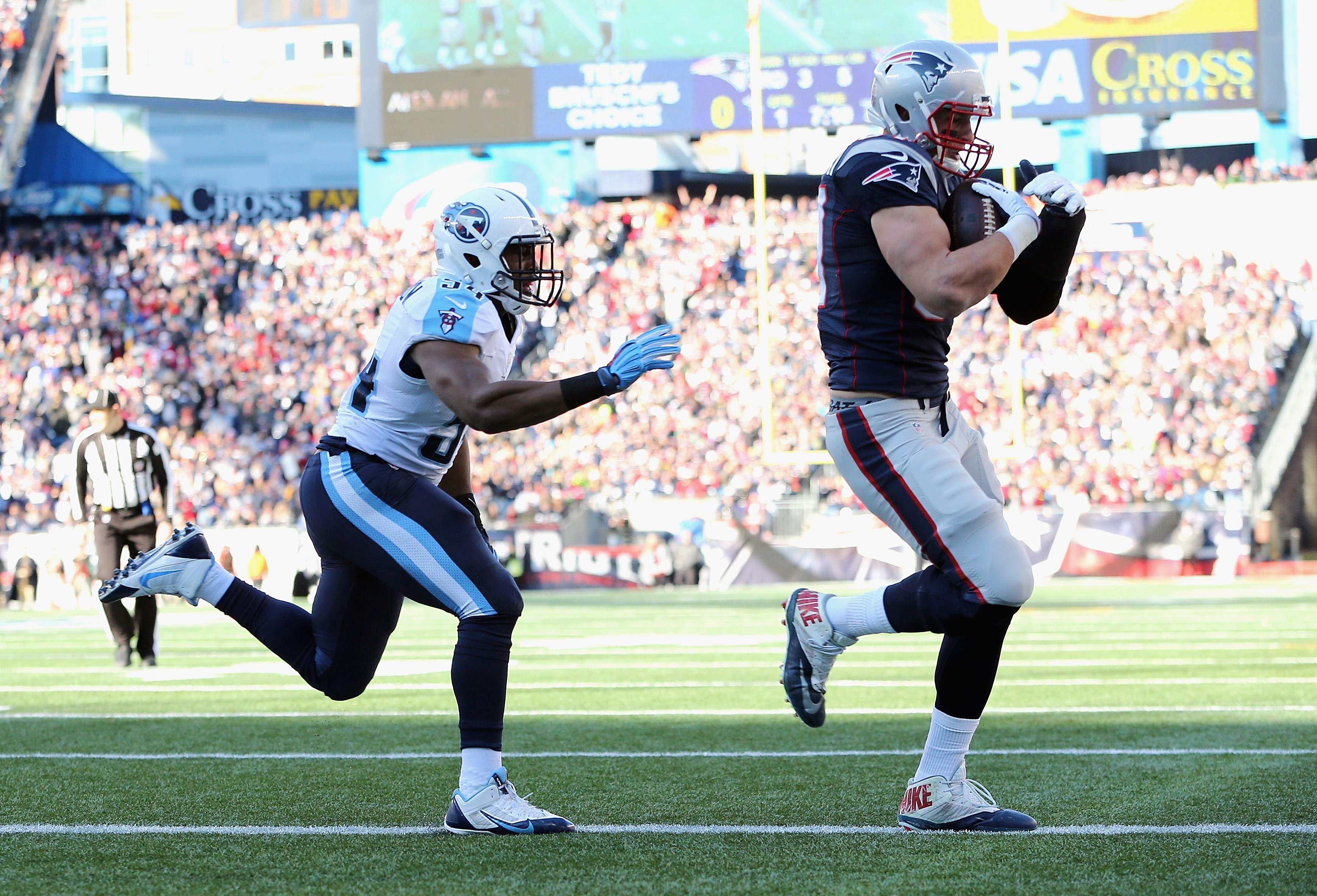 New England's Rob Gronkowski scores a touchdown during the first quarter against the Titans. The Patriots clinched a first-round playoff bye.