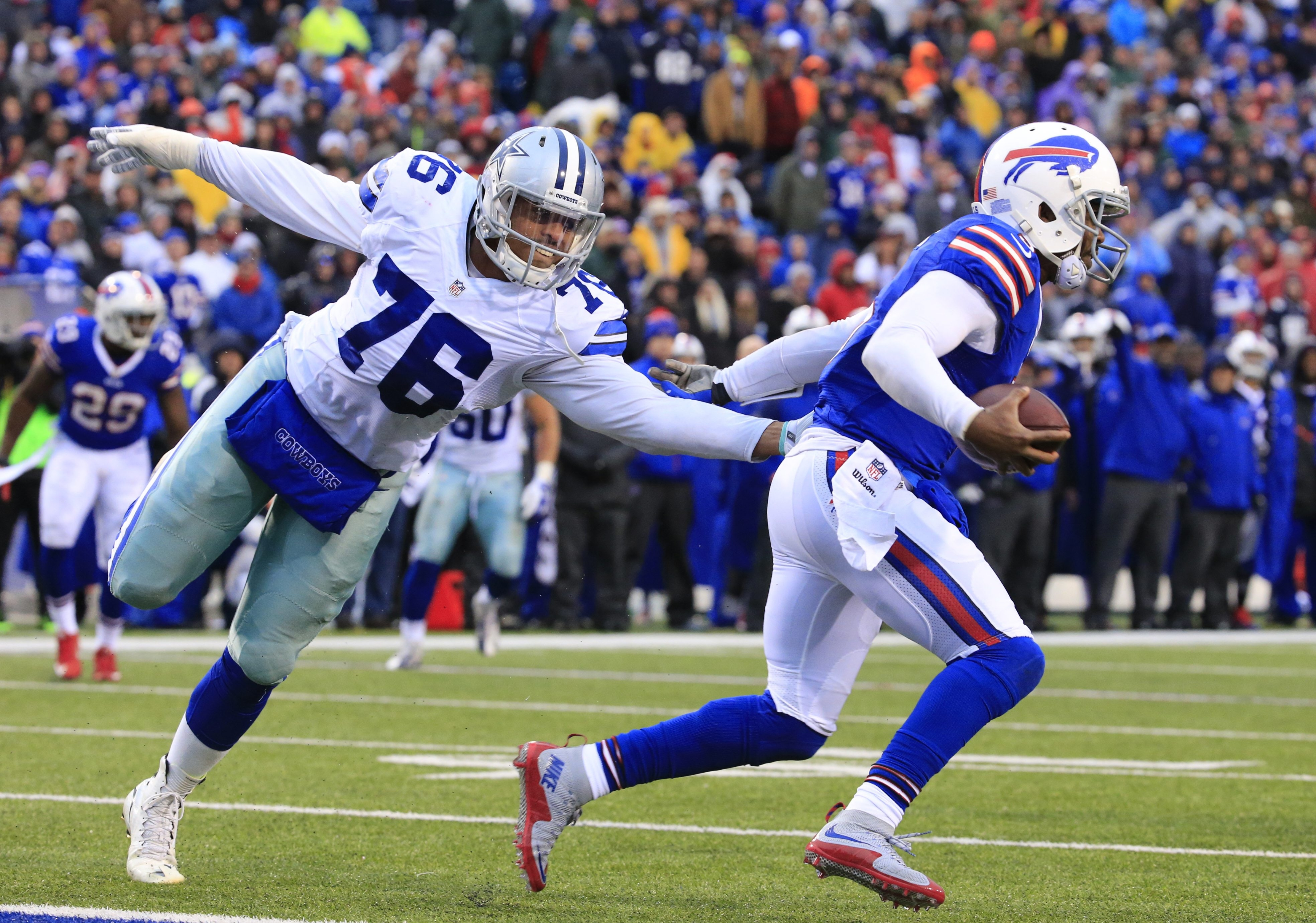 Bills quarterback Tyrod Taylor escapes from Cowboys defensive end Greg Hardy to pick up yardage on a scramble during the fourth quarter.