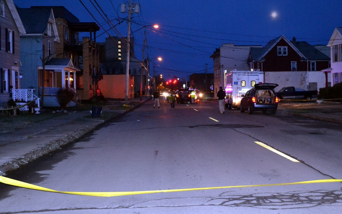 Police on the scene of a homicide at 947 Ontario Ave. in Niagara Falls. (Larry Kensinger/Special to the News)