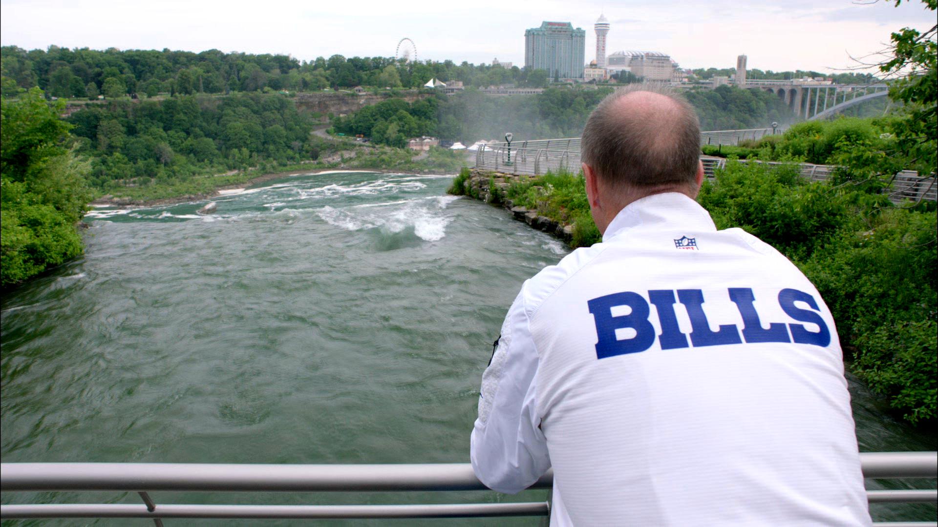 Jim Kelly reflecting over Niagara Falls (ESPN Films)