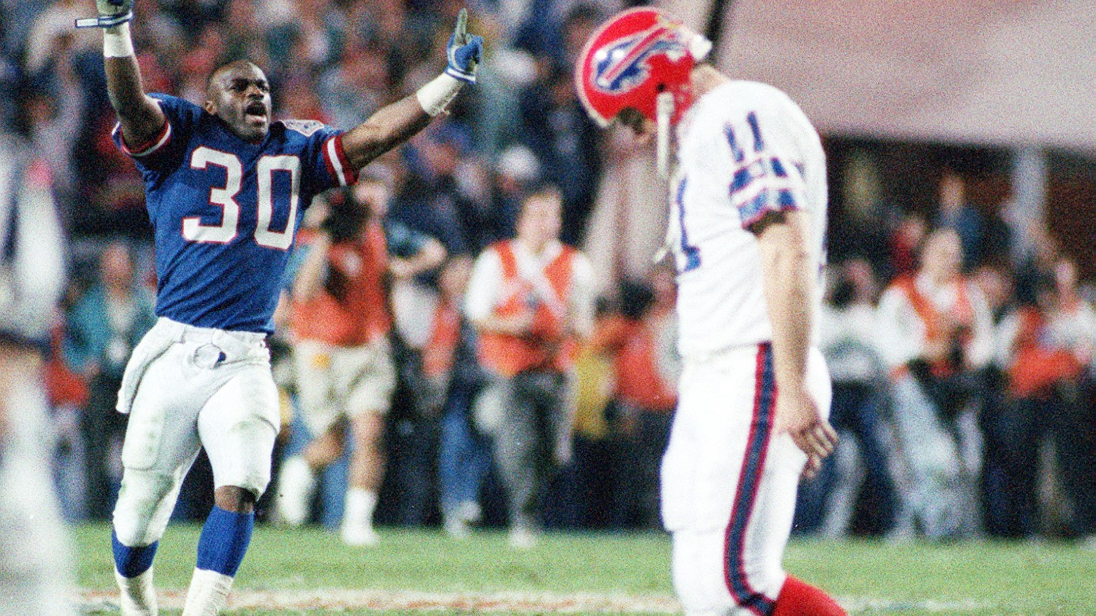 Scott Norwood walks off the field after missing a field goal that would have won Super Bowl XXV for the Bills. (James P. McCoy/Buffalo News)