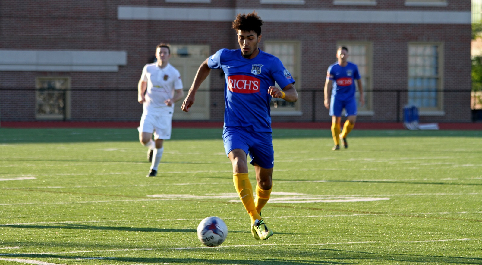 Julian Ekeze ruled the flanks for FC Buffalo in 2015. Who will the Wolves' divisional adversaries be in 2016? (Erica Malinowski/Special to The News)
