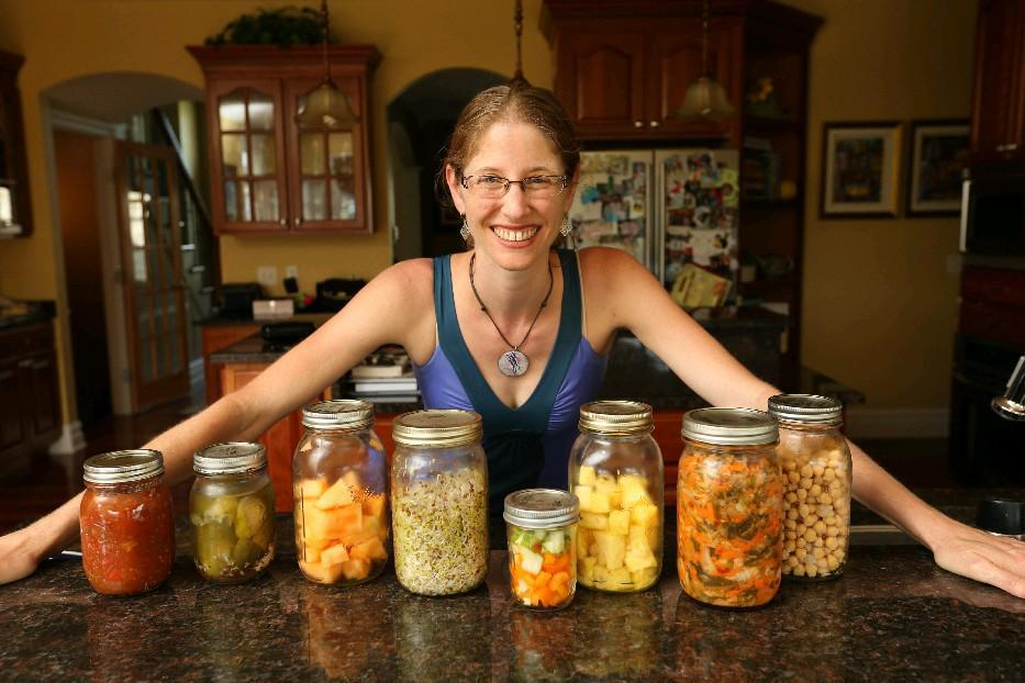 Clarence blogger and chef Jessica Altman starts a three-series, plant-based cooking series Thursday at Buffalo Spine and Sports Medicine, Amherst. (Sharon Cantillon/Buffalo News)