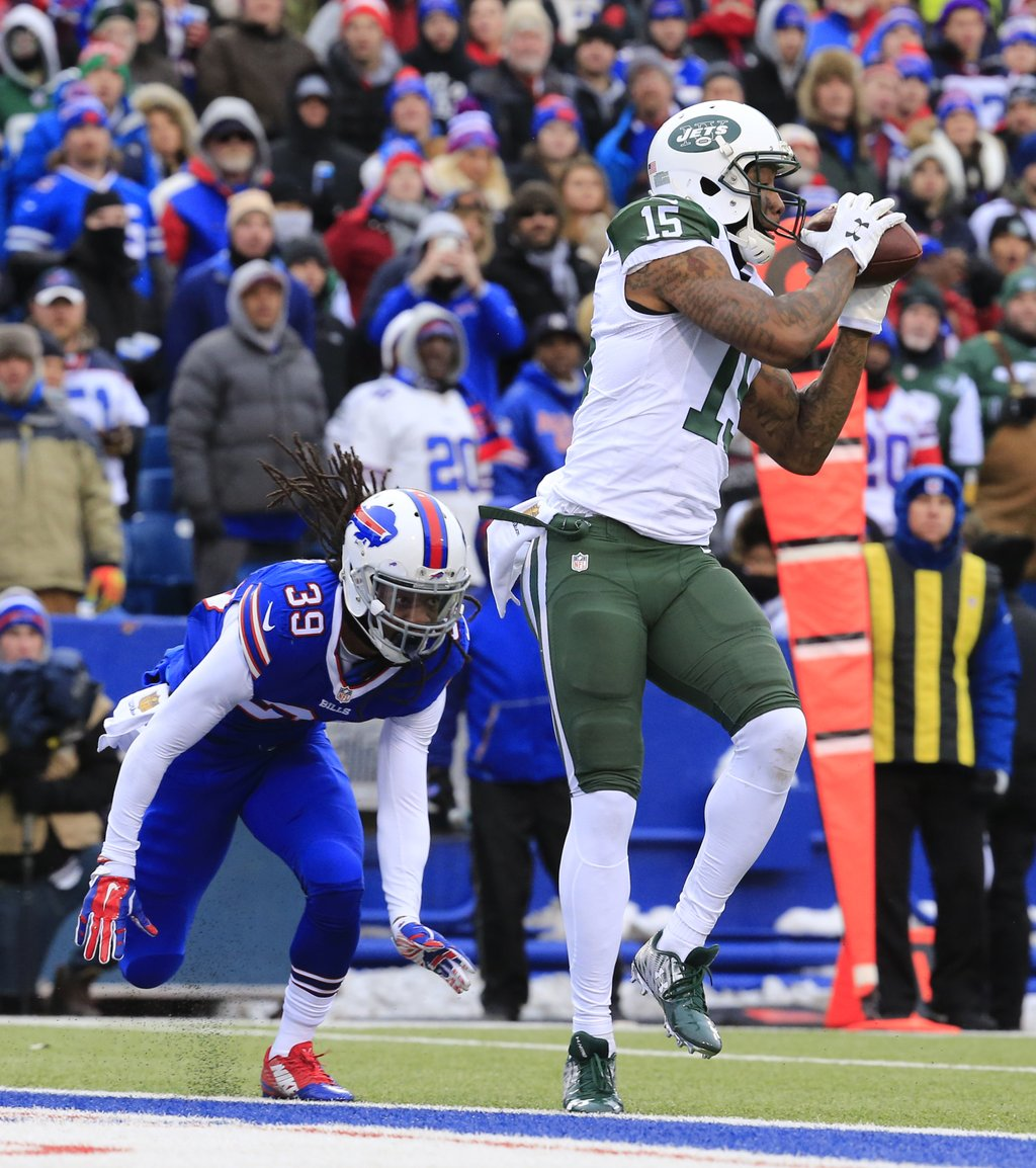 Brandon Marshall scores an early touchdown from Ryan Fitzpatrick, who faltered at the end. (Harry Scull Jr./Buffalo News)