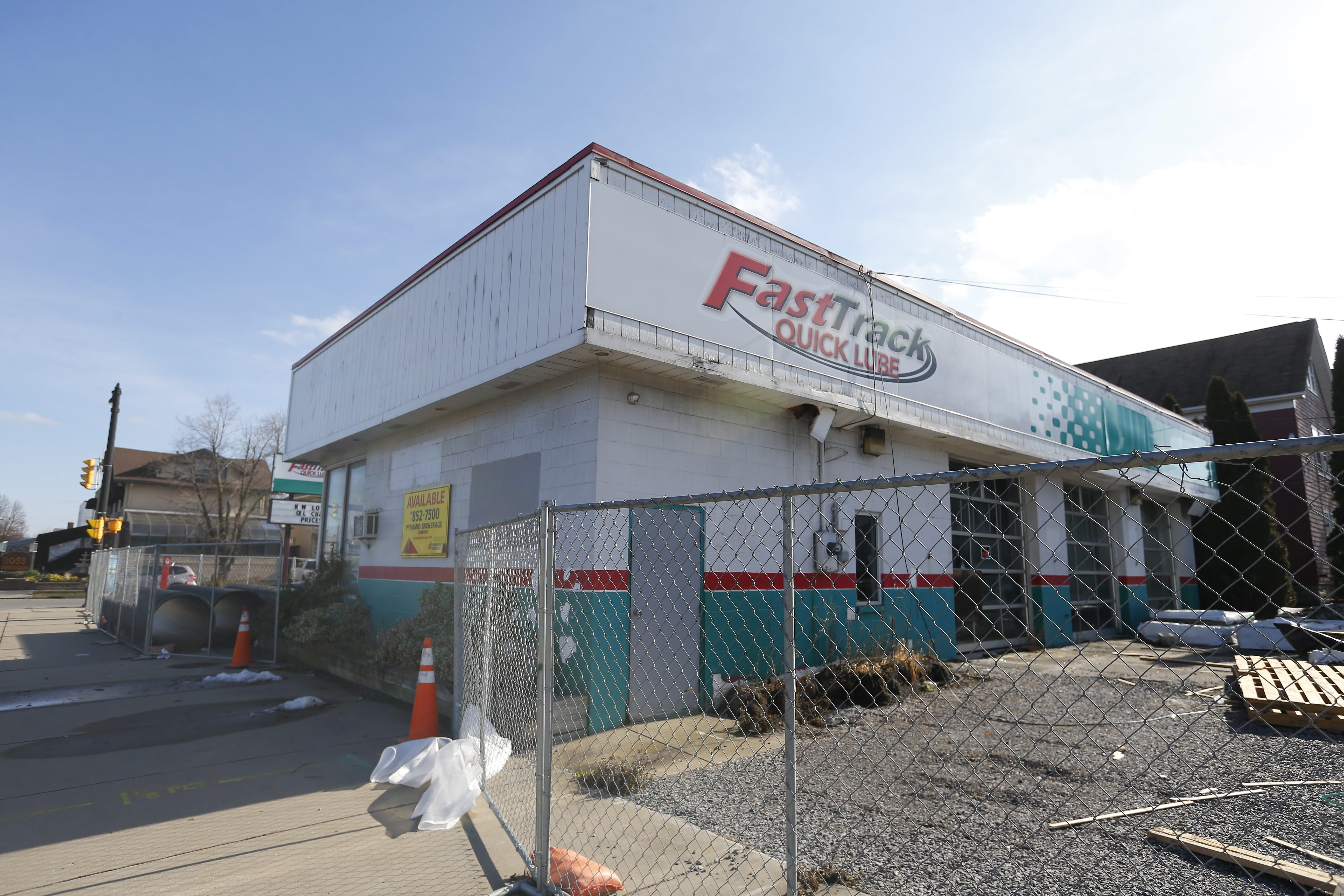 This former Fast Track Quick Lube on Hertel Avenue could become a Deep South Taco restaurant and bar.