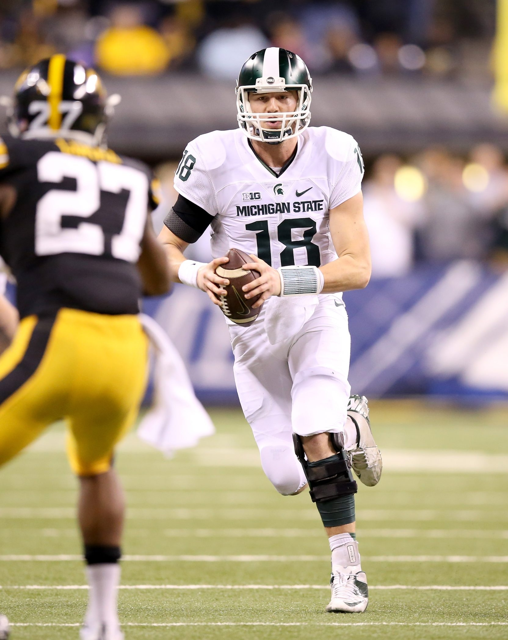 Michigan State quarterback Connor Cook has what it takes to be a leader, says Spartans co-offensive coordinator Dave Warner.