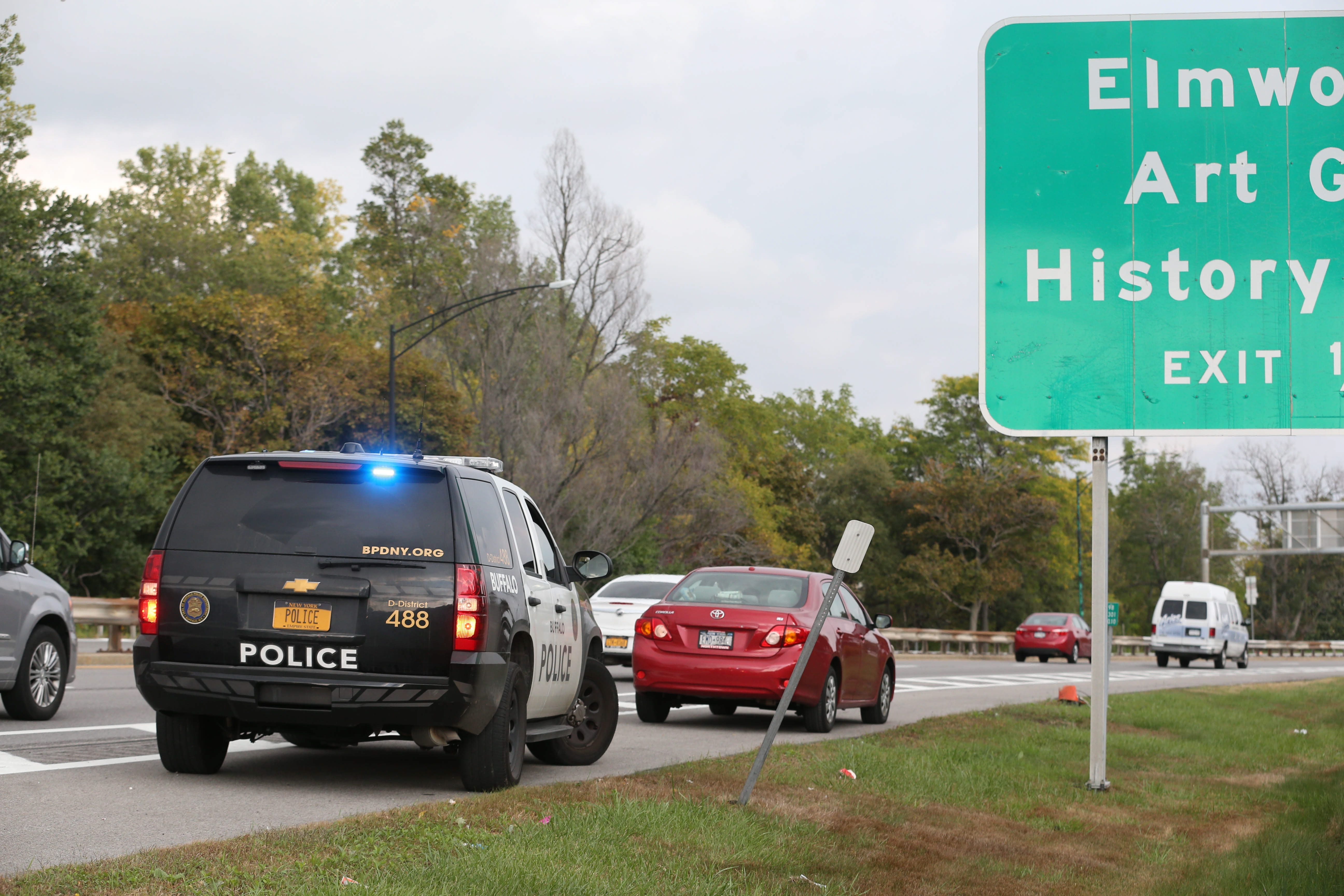A Buffalo police officer stops a driver for speeding on the Scajaquada in this News file photo. (Sharon Cantillon/Buffalo News)