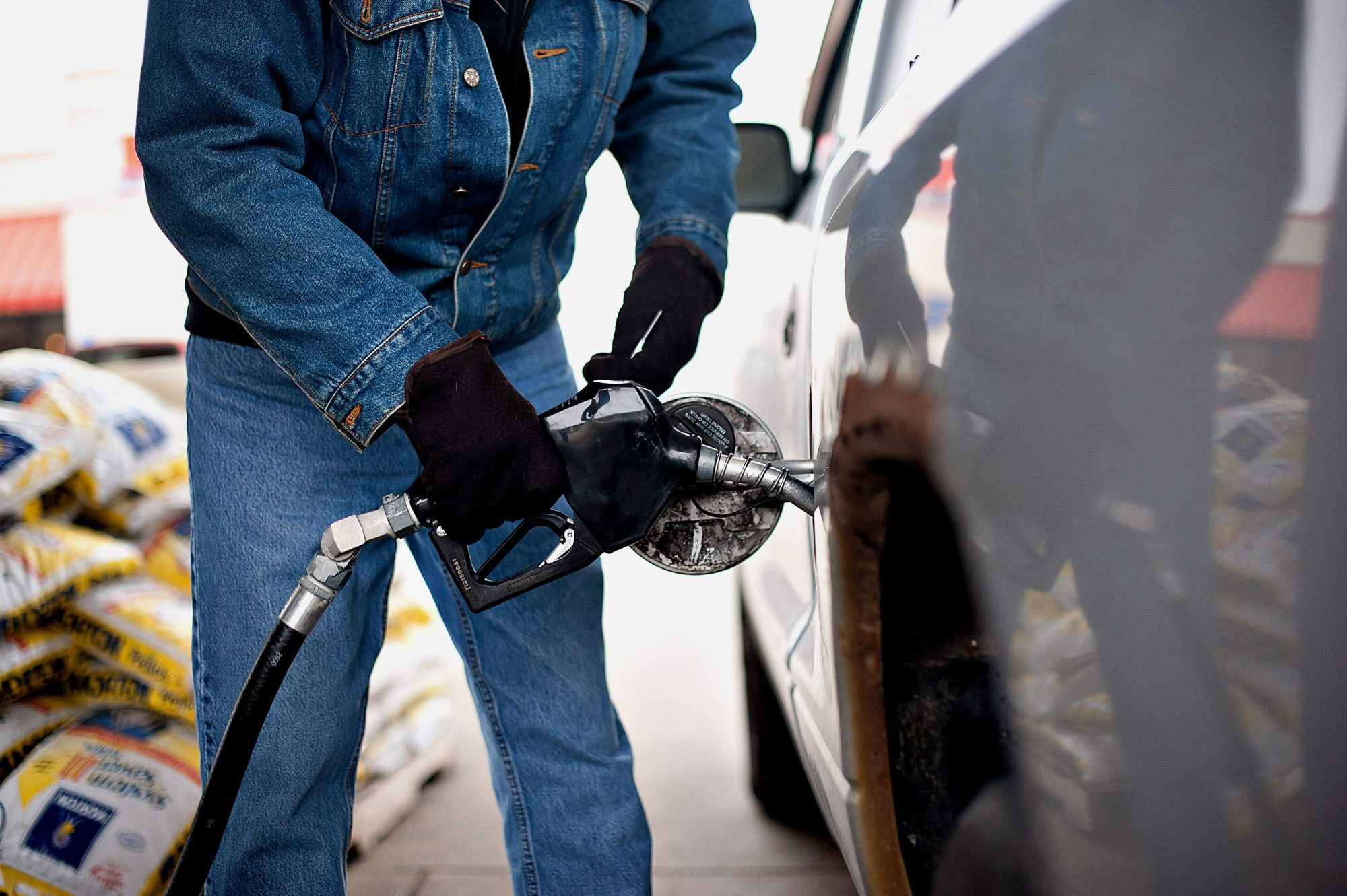 Various factors impact how long it takes to fill your tank at the gas station, but wind chill is not one of them.