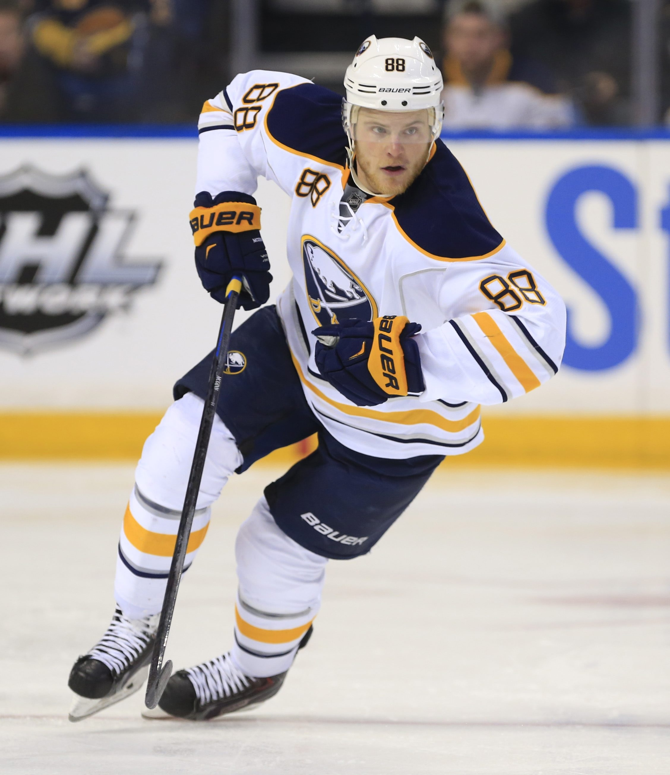 It's unlikely the Sabres will re-sign forward Jamie McGinn before Monday's 3 p.m. deadline.