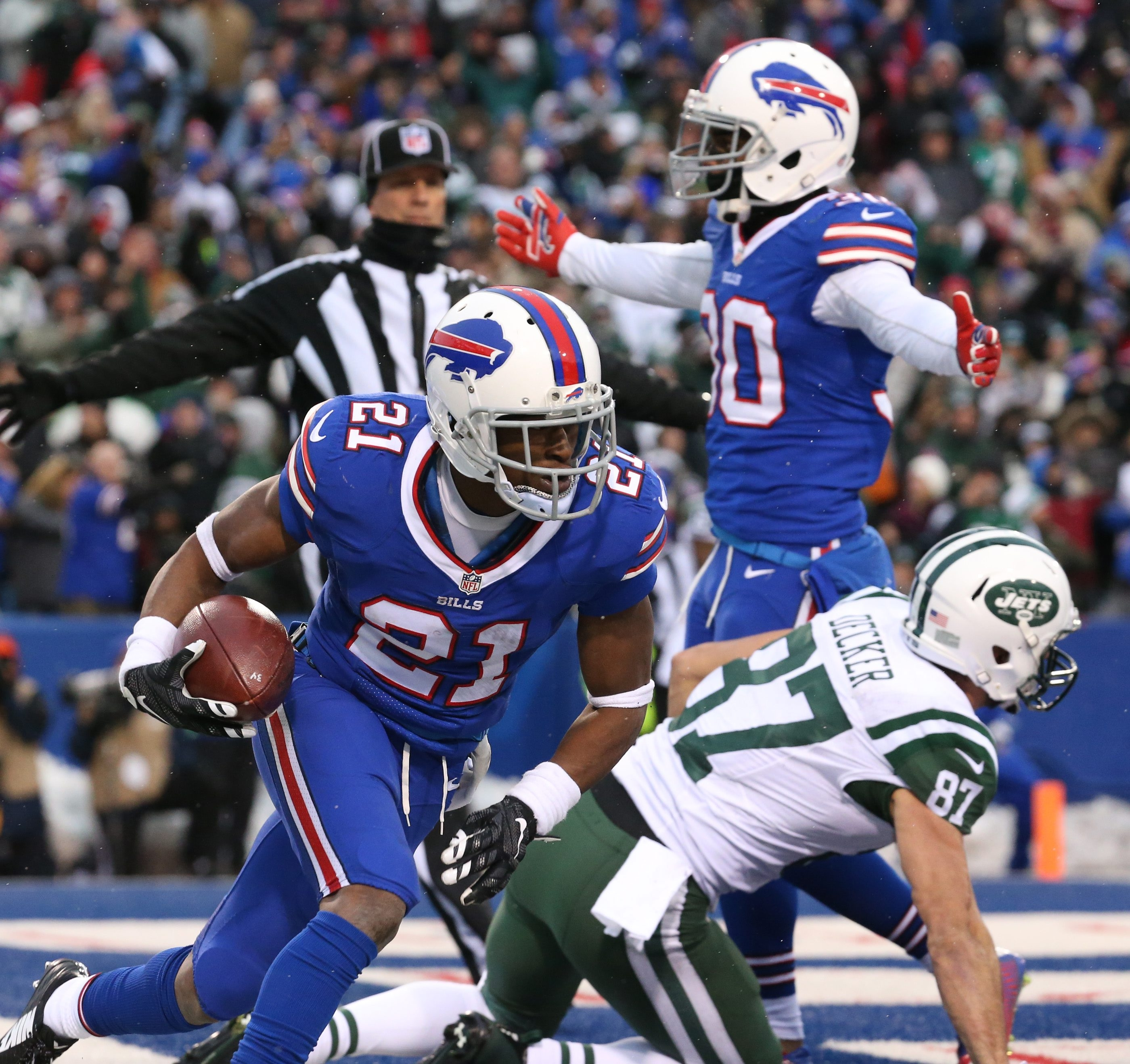 Buffalo Bills strong safety Leodis McKelvin (21) intercepts the ball in the end zone in the fourth quarter at Ralph Wilson Stadium in Orchard Park, NY on Sunday, Jan. 3, 2016.  ()