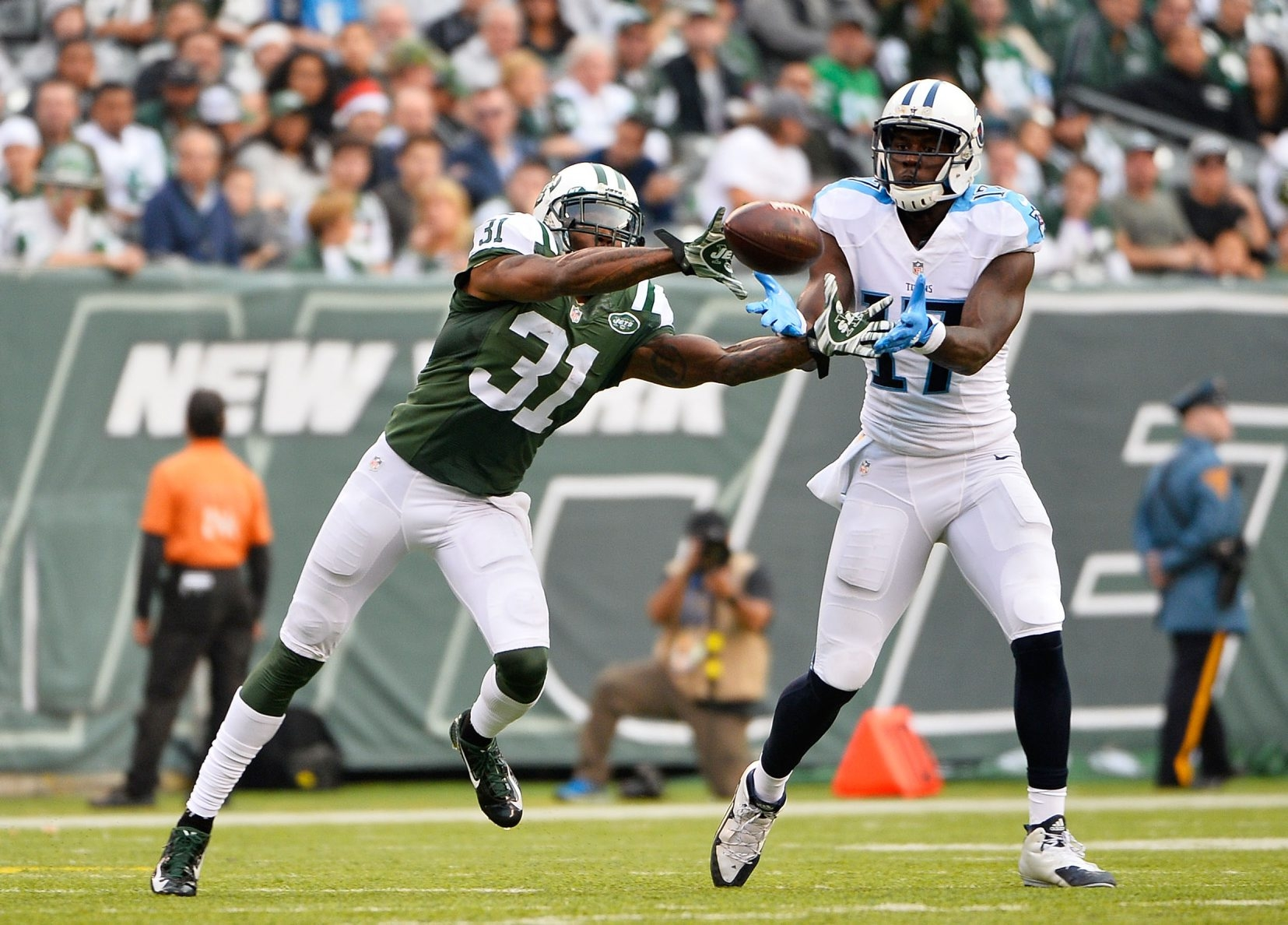 Antonio Cromartie (31) of the New York Jets, shown breaking up a pass by the  Tennessee Titans on Dec. 13, could add depth to the lineup of the Buffalo Bills.