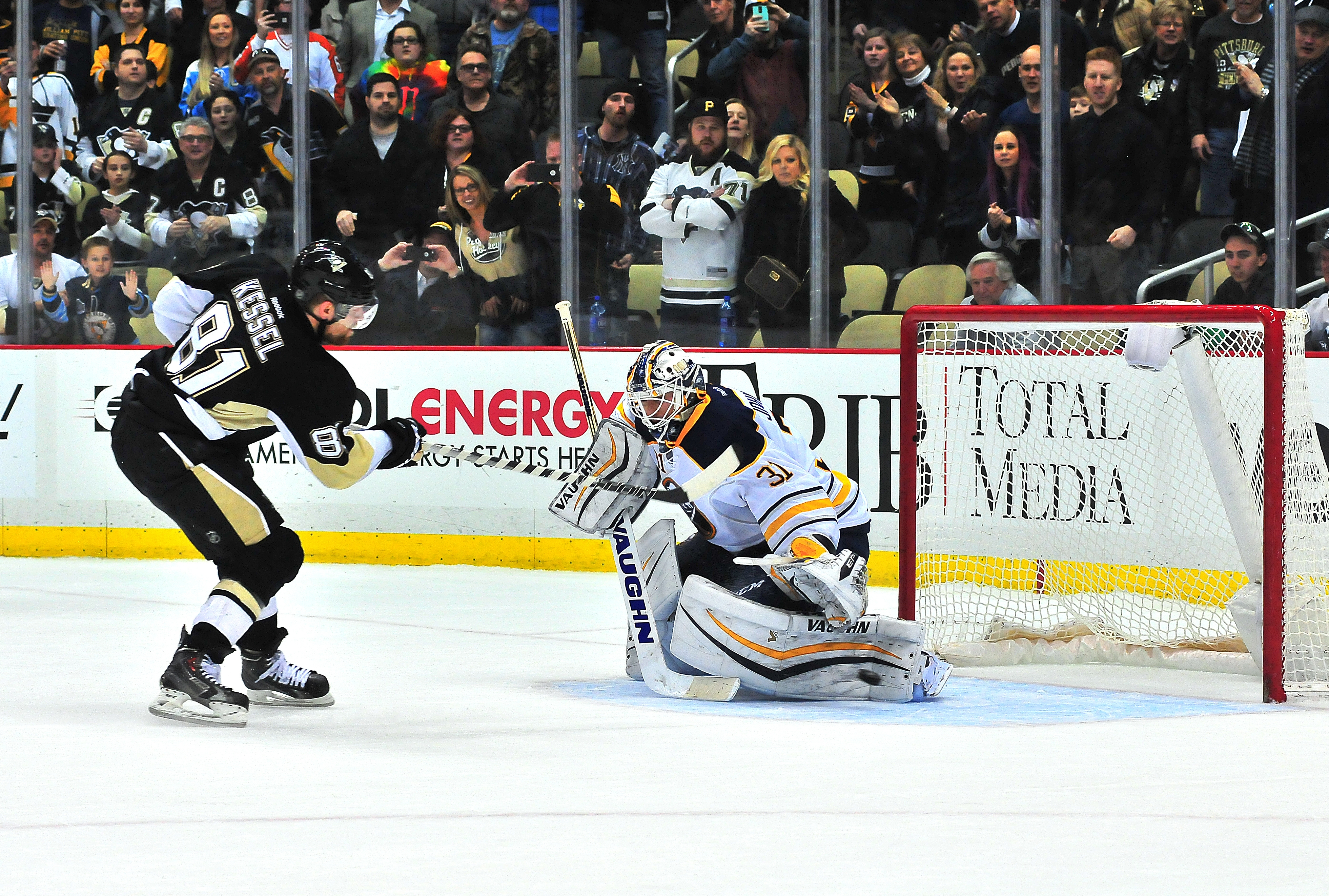 Phil Kessel of the Pittsburgh Penguins gets the game-winning goal in a shootout.